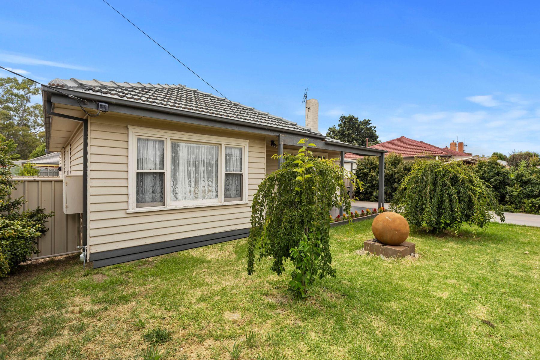 24 Neil Street, Kangaroo Flat, VIC 3555