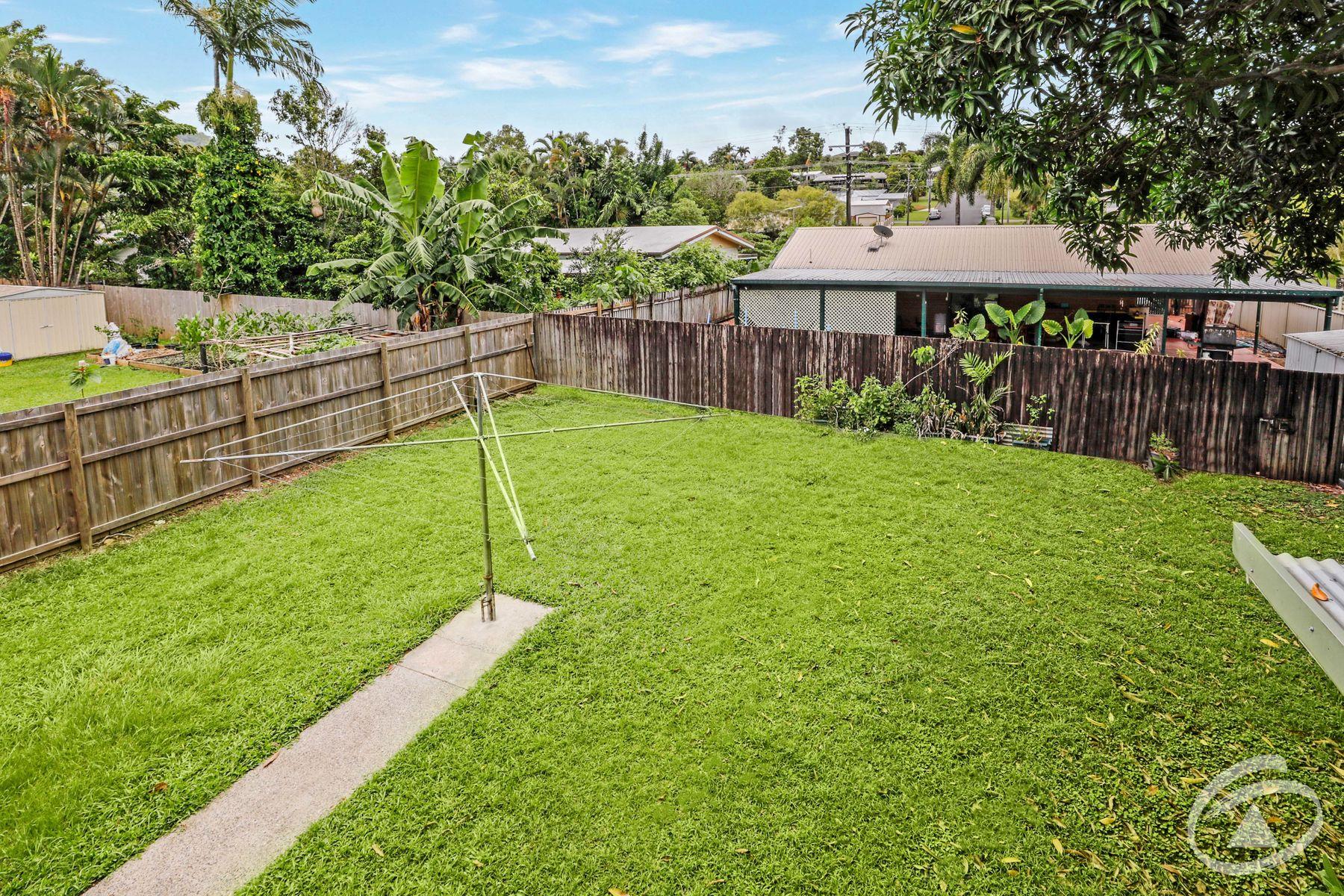 14 Serissa Street, Mooroobool, QLD 4870