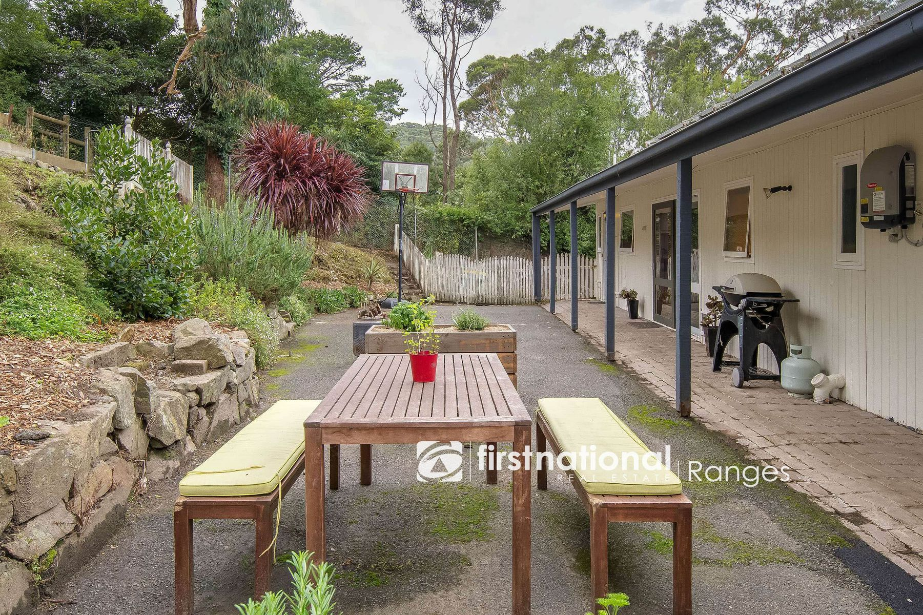 77 Temple Road, Selby, VIC 3159