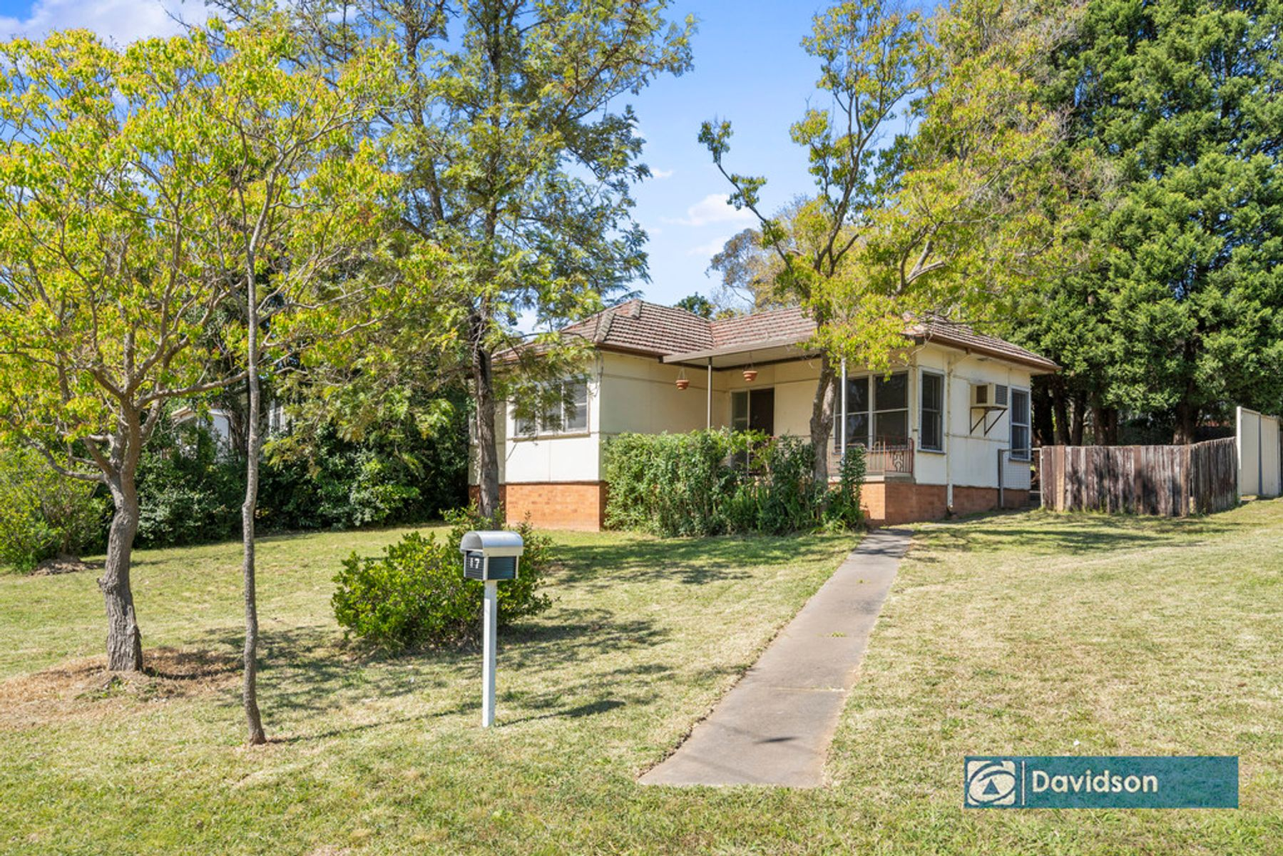 17 Farnsworth Avenue, Campbelltown, NSW 2560