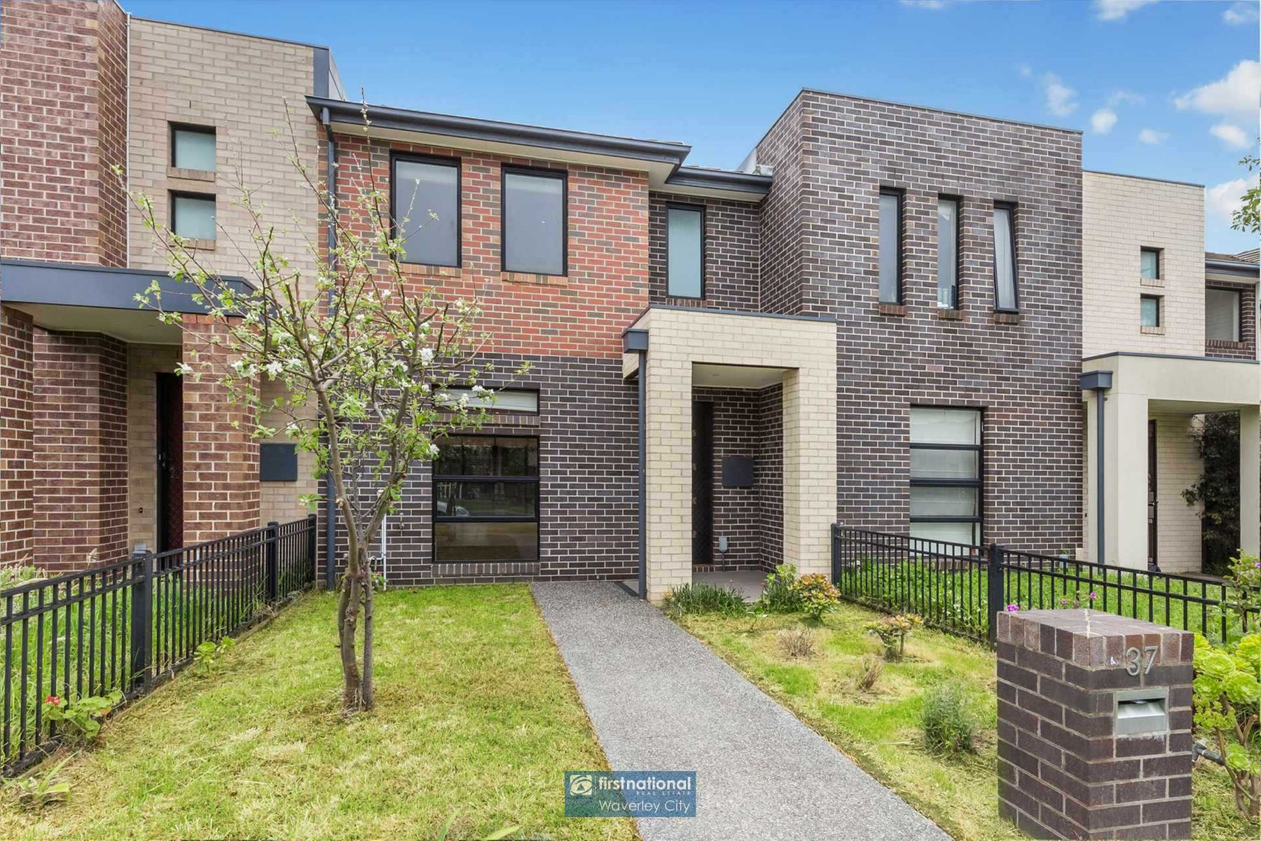 37 Evergreen Boulevard, Clayton South, VIC 3169