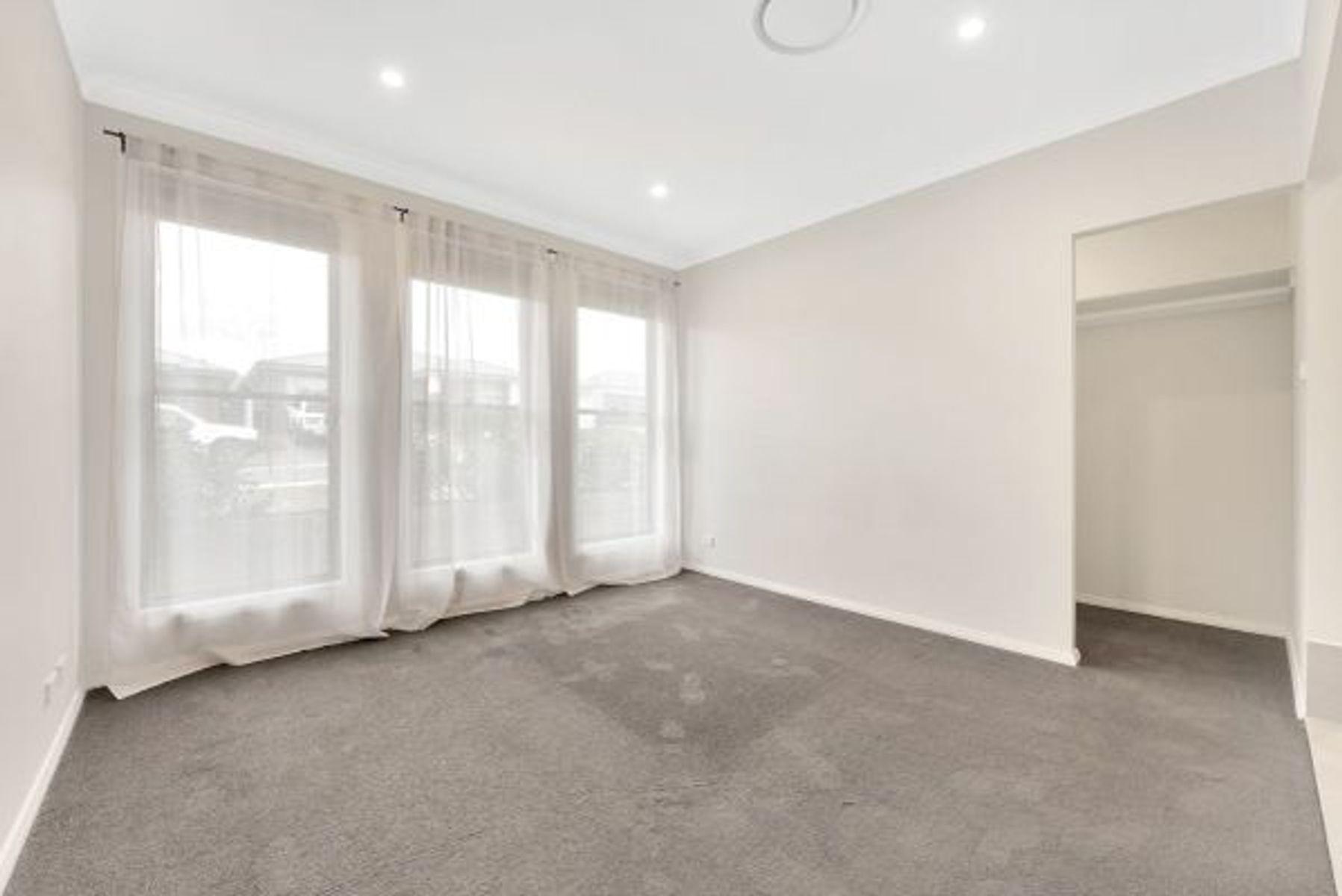 6 Challenger Street, Gregory Hills, NSW 2557