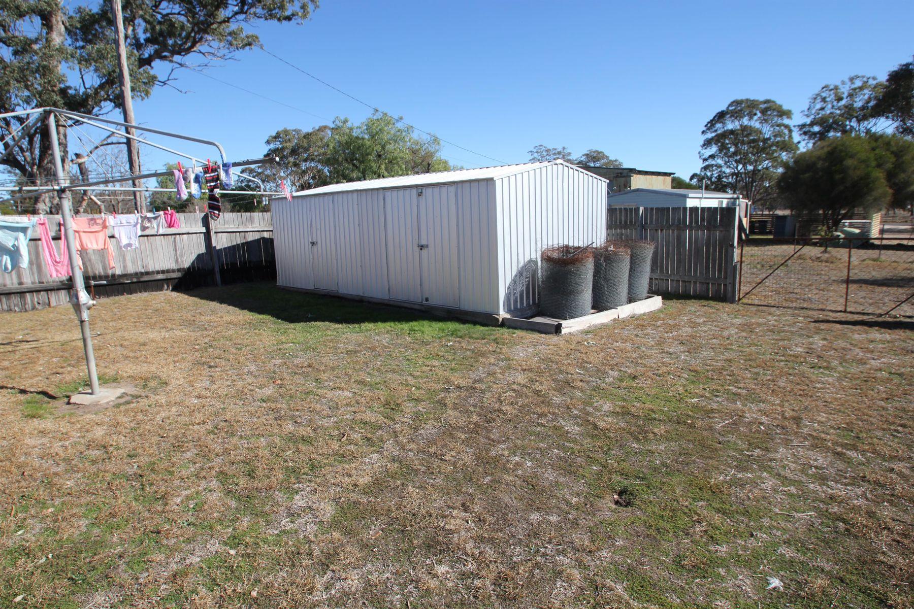32 Callandoon Street, Wallangarra, QLD 4383