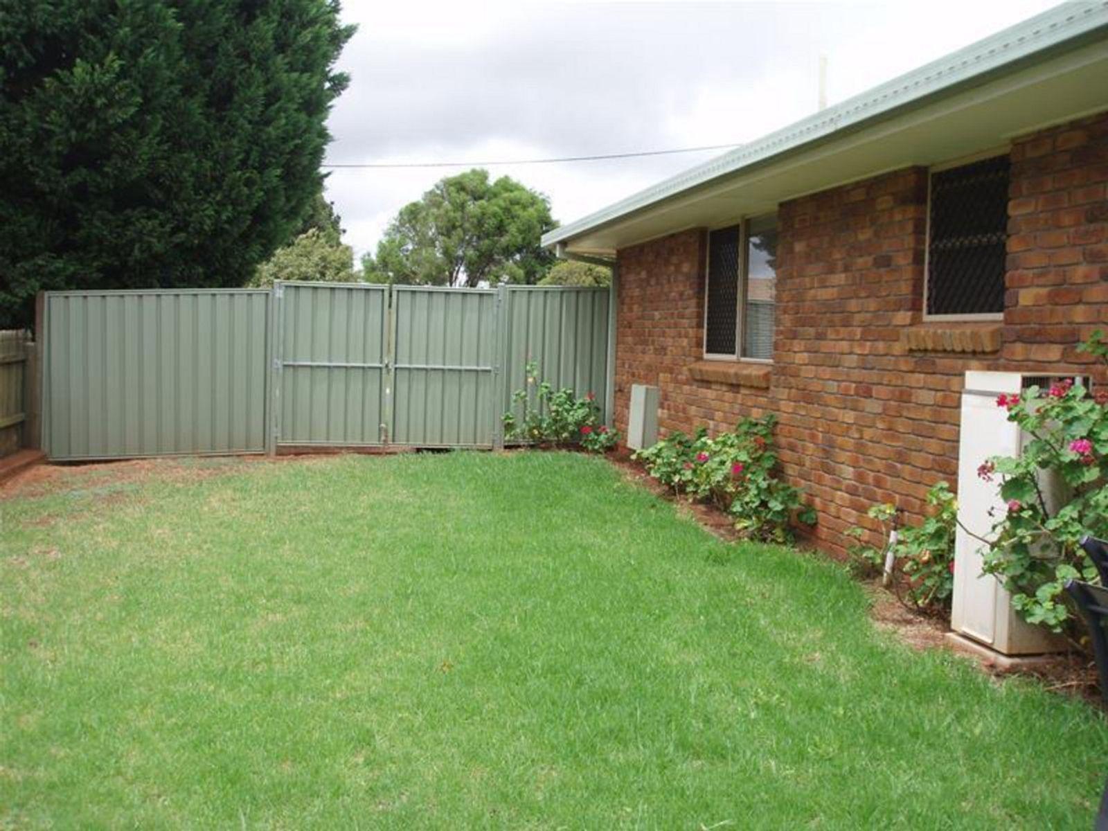 2/6 Kuhn Street, Kearneys Spring, QLD 4350