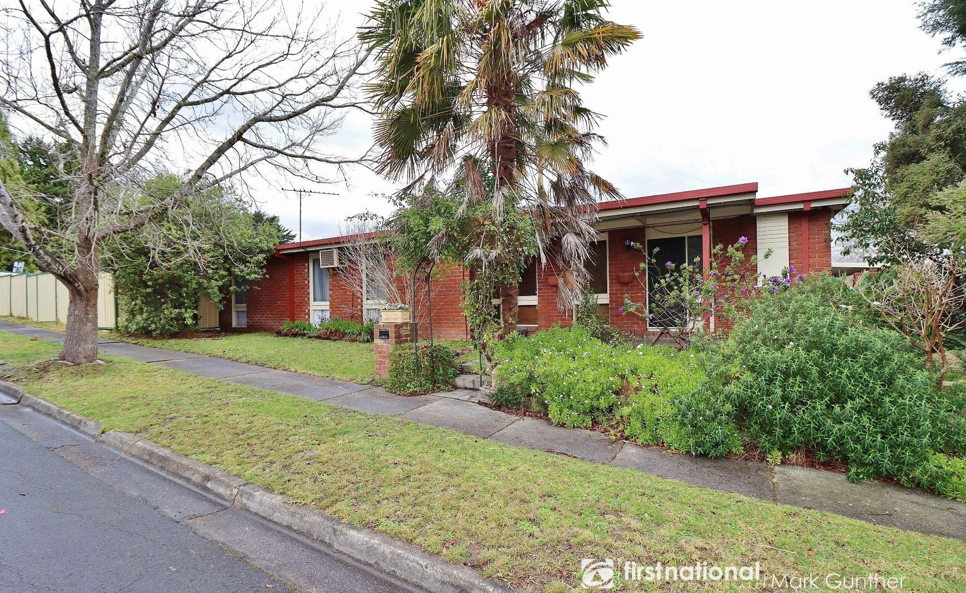 6  Eadie Avenue, Healesville, VIC 3777