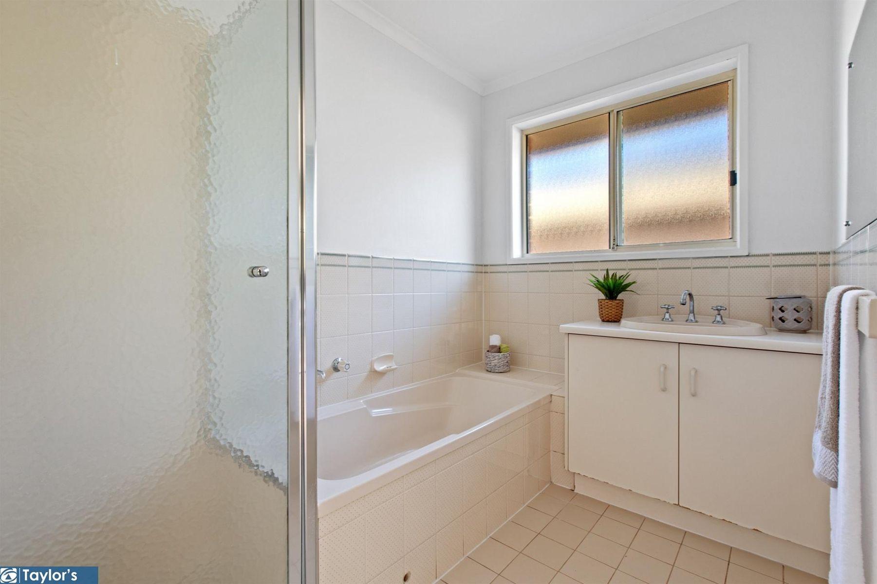 28 Bracken Place, Golden Grove, SA 5125