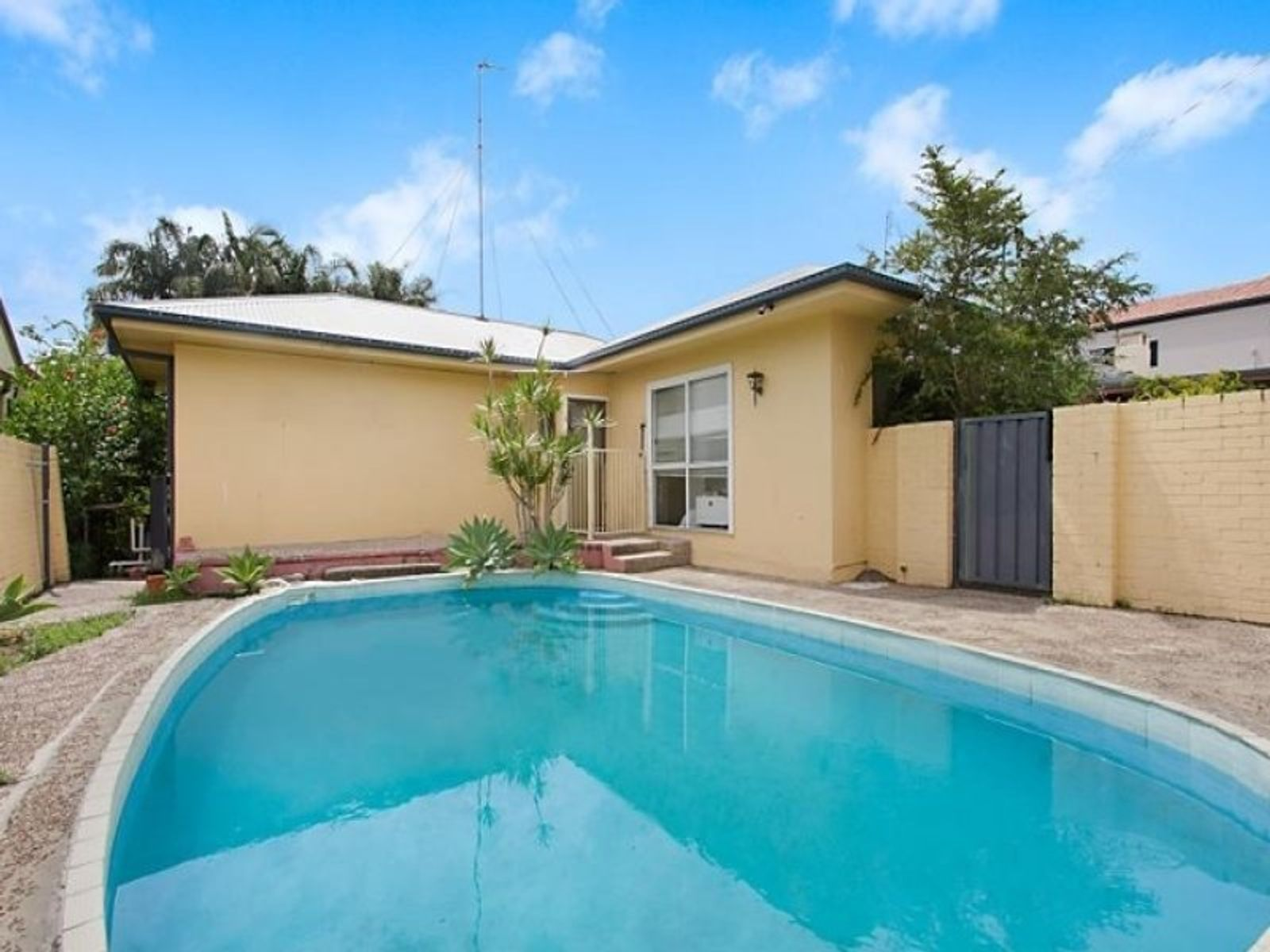 6 Clegg Street, Southport, QLD 4215