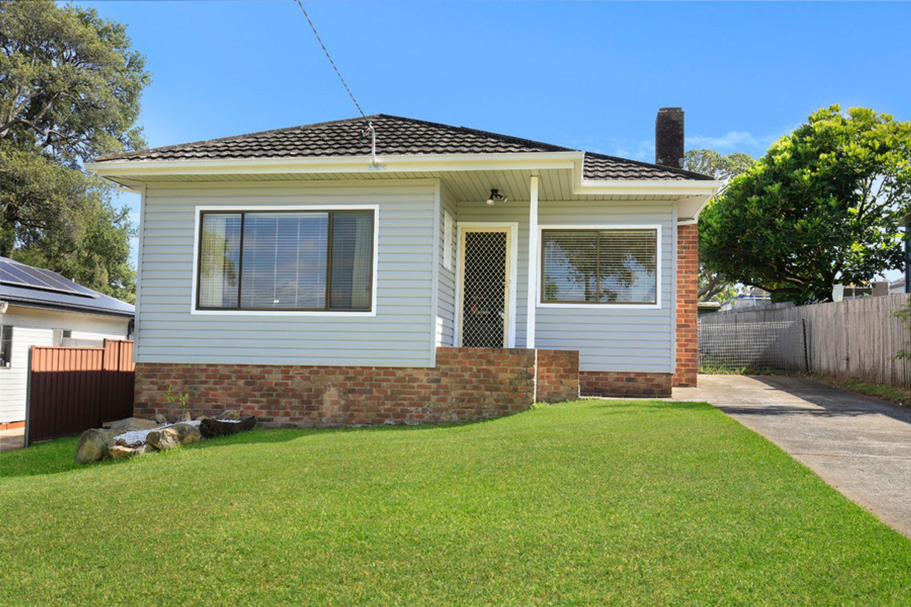 13 Waldron Street, Mount Saint Thomas, NSW 2500