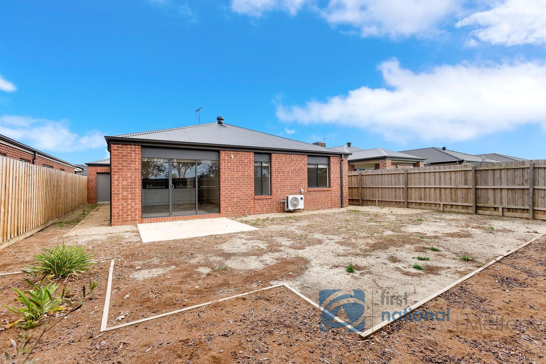 12 Melanda Road, Melton South, VIC 3338