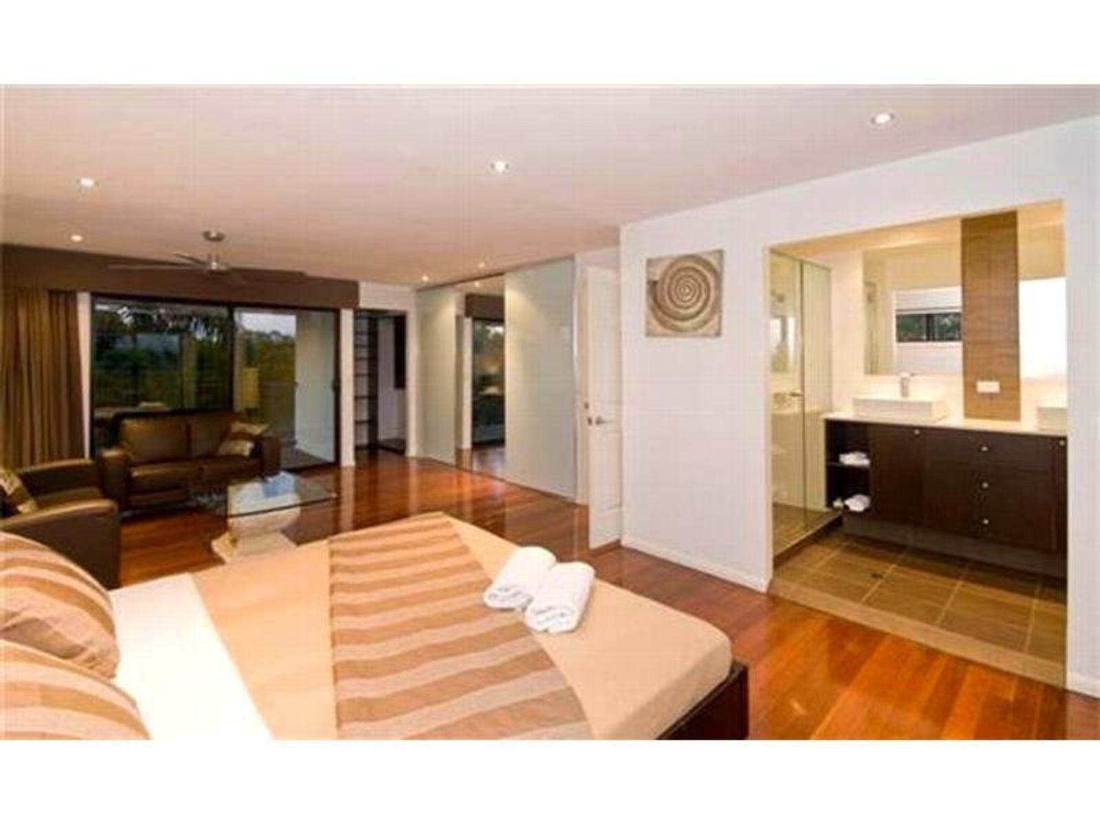 7 Rudd Street, Broadbeach Waters, QLD 4218