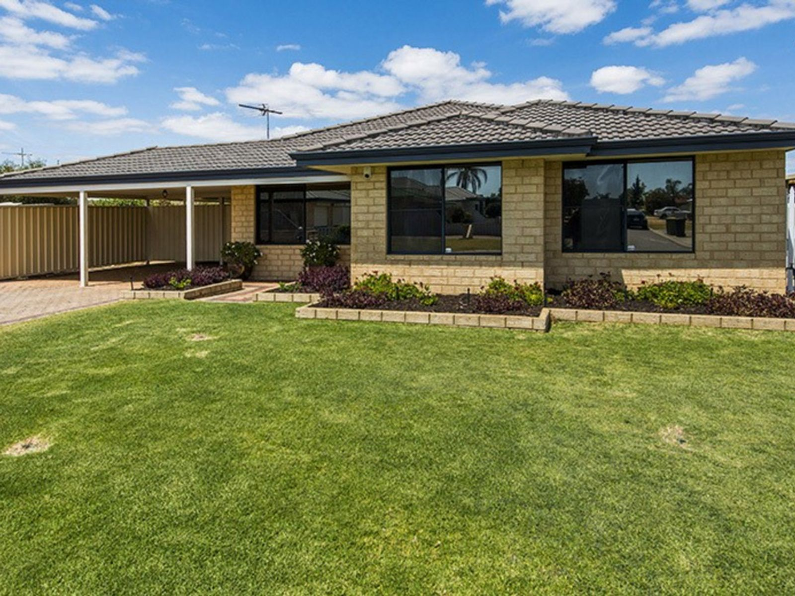40 Firefalls Close, Huntingdale, WA 6110