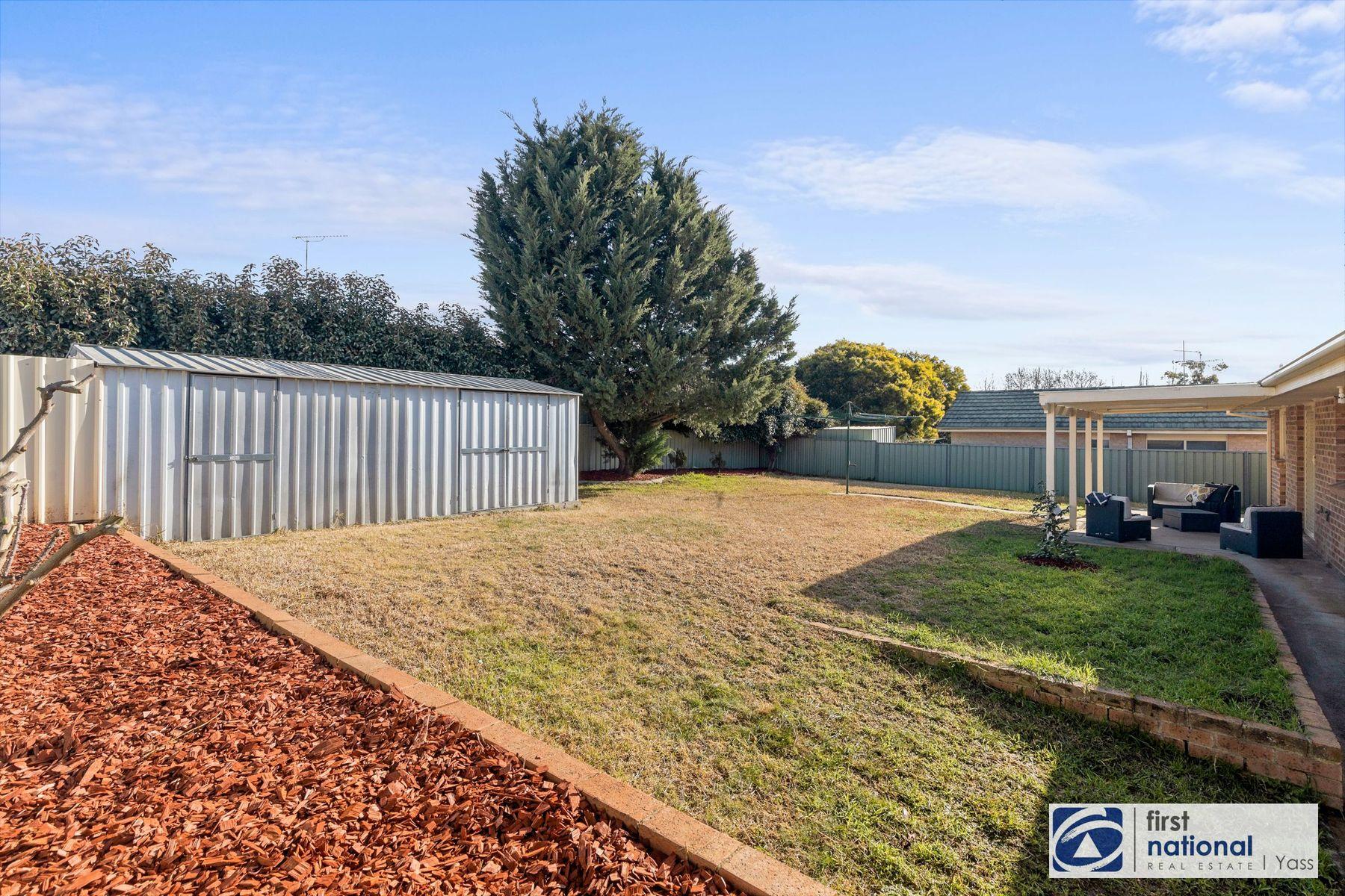 9  Walker Place, Yass, NSW 2582