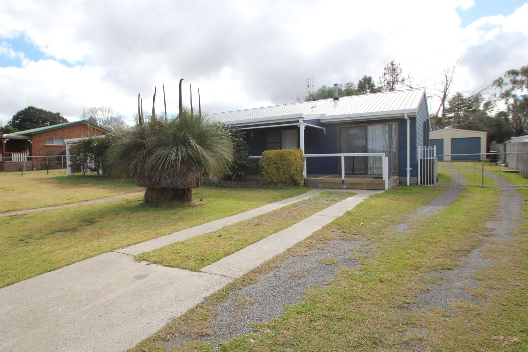 24 Naas Street, Tenterfield, NSW 2372