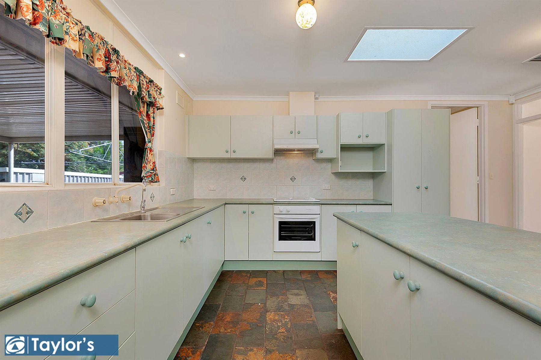 6 Laver Avenue, Gulfview Heights, SA 5096