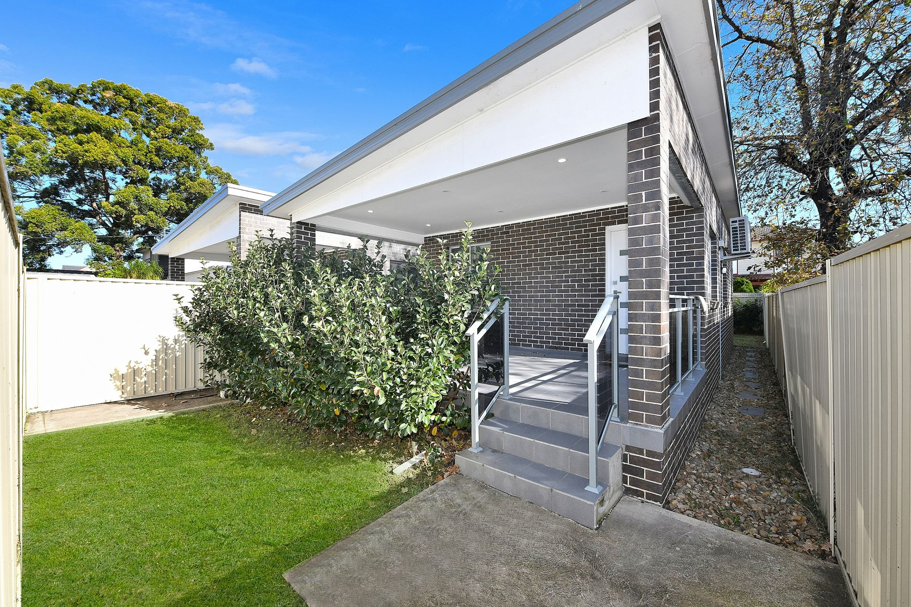 Granny Flat/27a Orchard Road, Bass Hill, NSW 2197