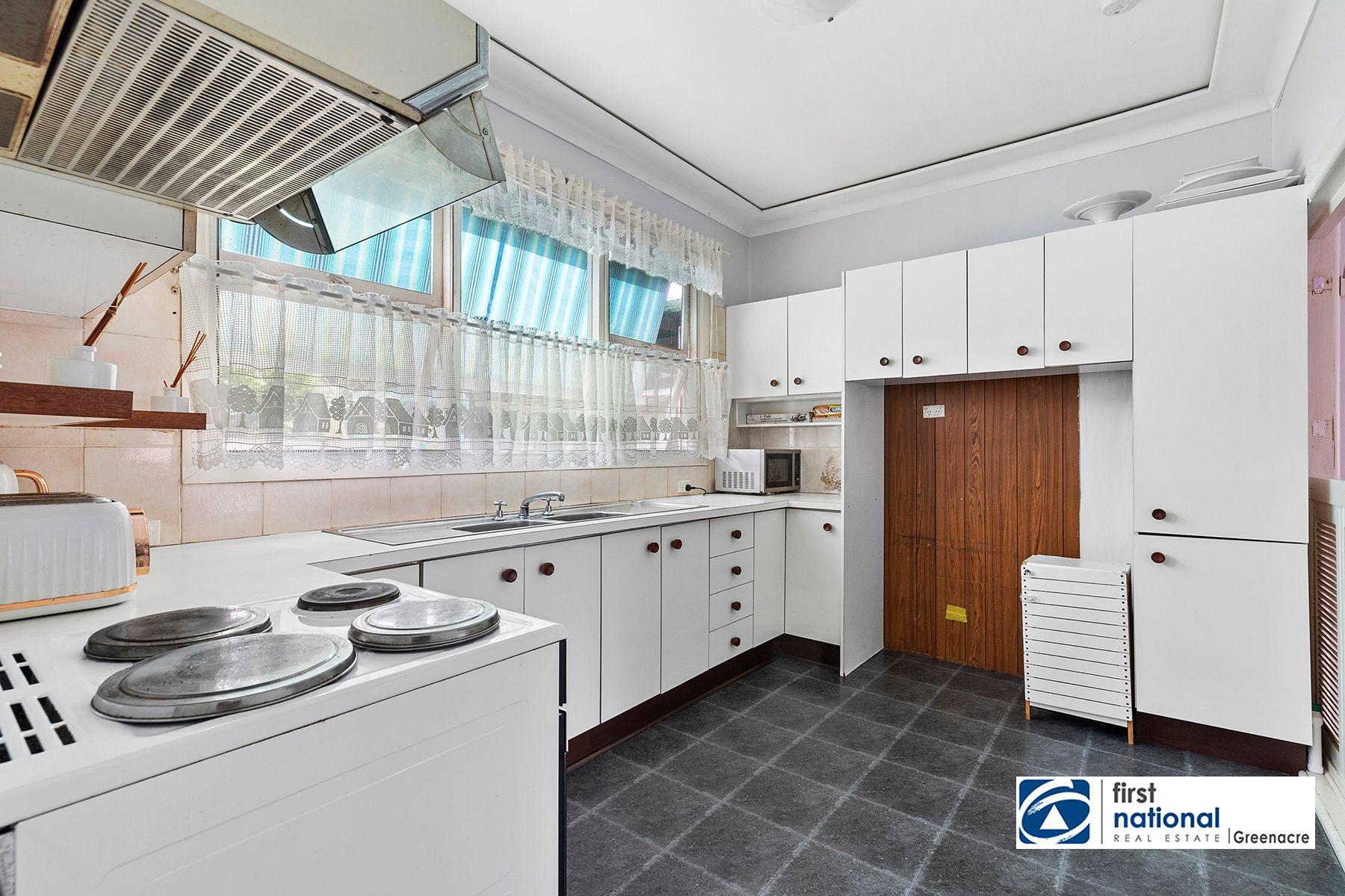 10 Walker Avenue, Peakhurst, NSW 2210
