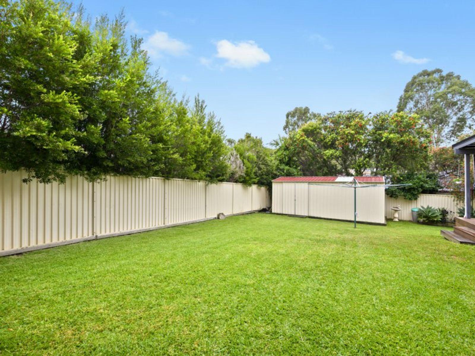 18 Ridgewood Drive, Woongarrah, NSW 2259