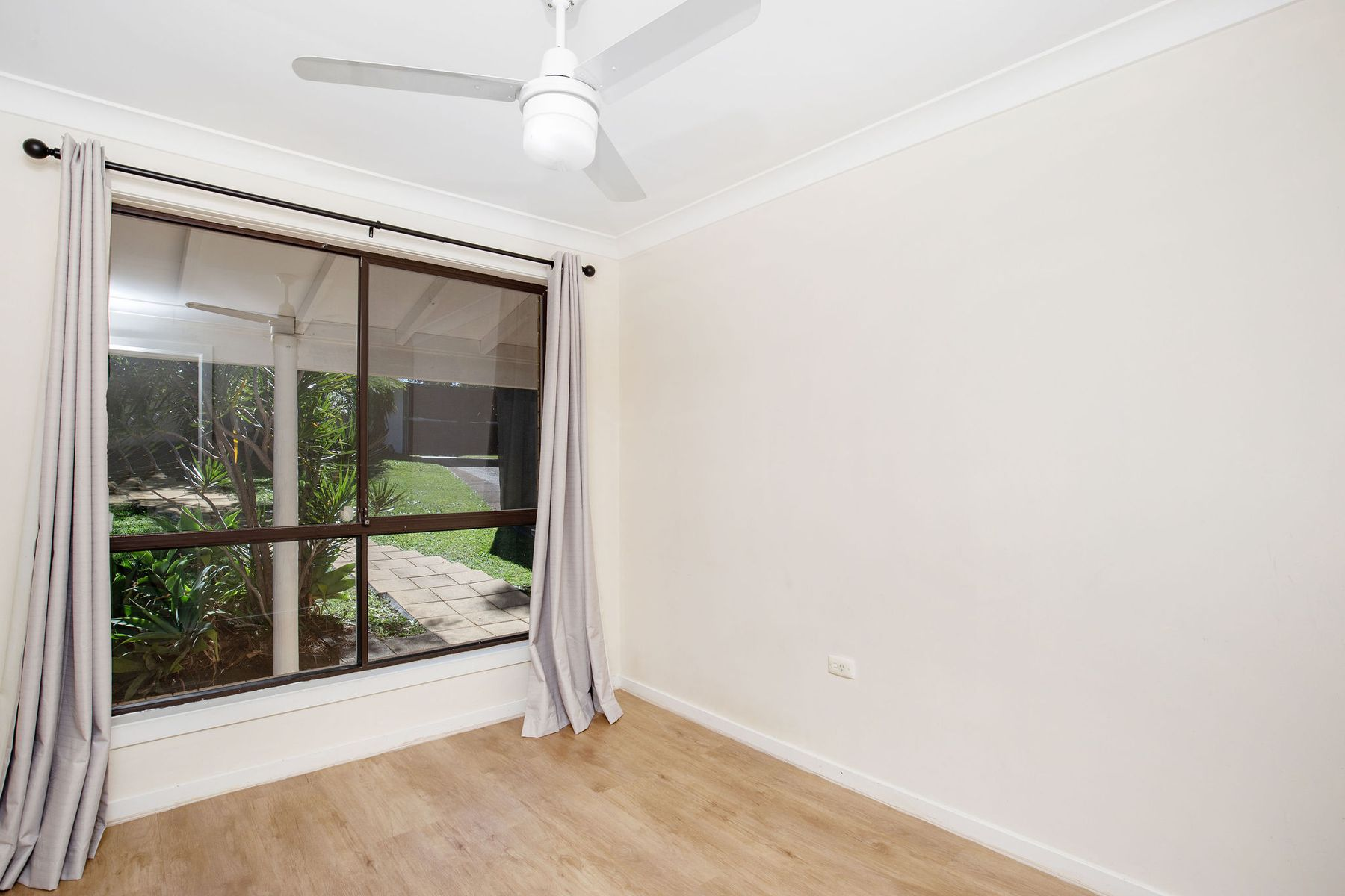 8 MYALL STREET, Southport, QLD 4215