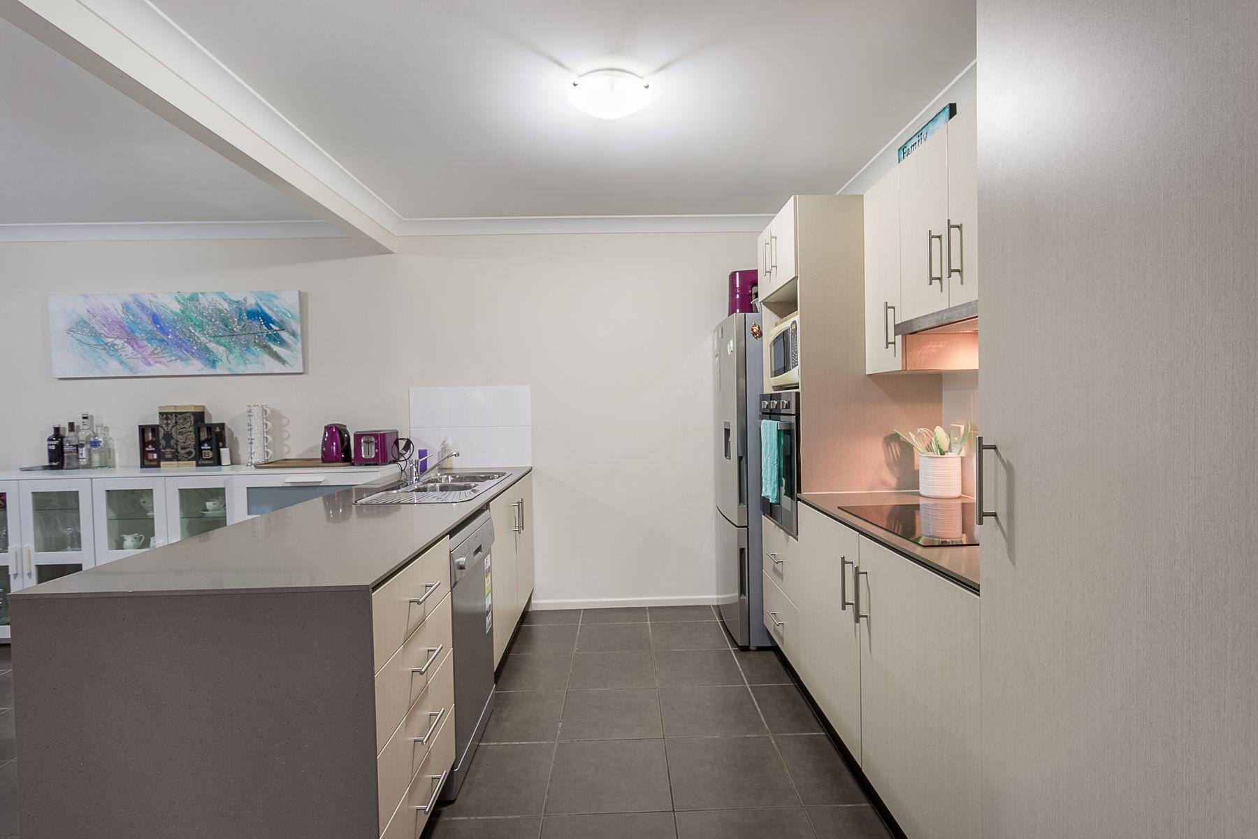 U1 & U2 / 12 Lexington Street, Flinders View, QLD 4305