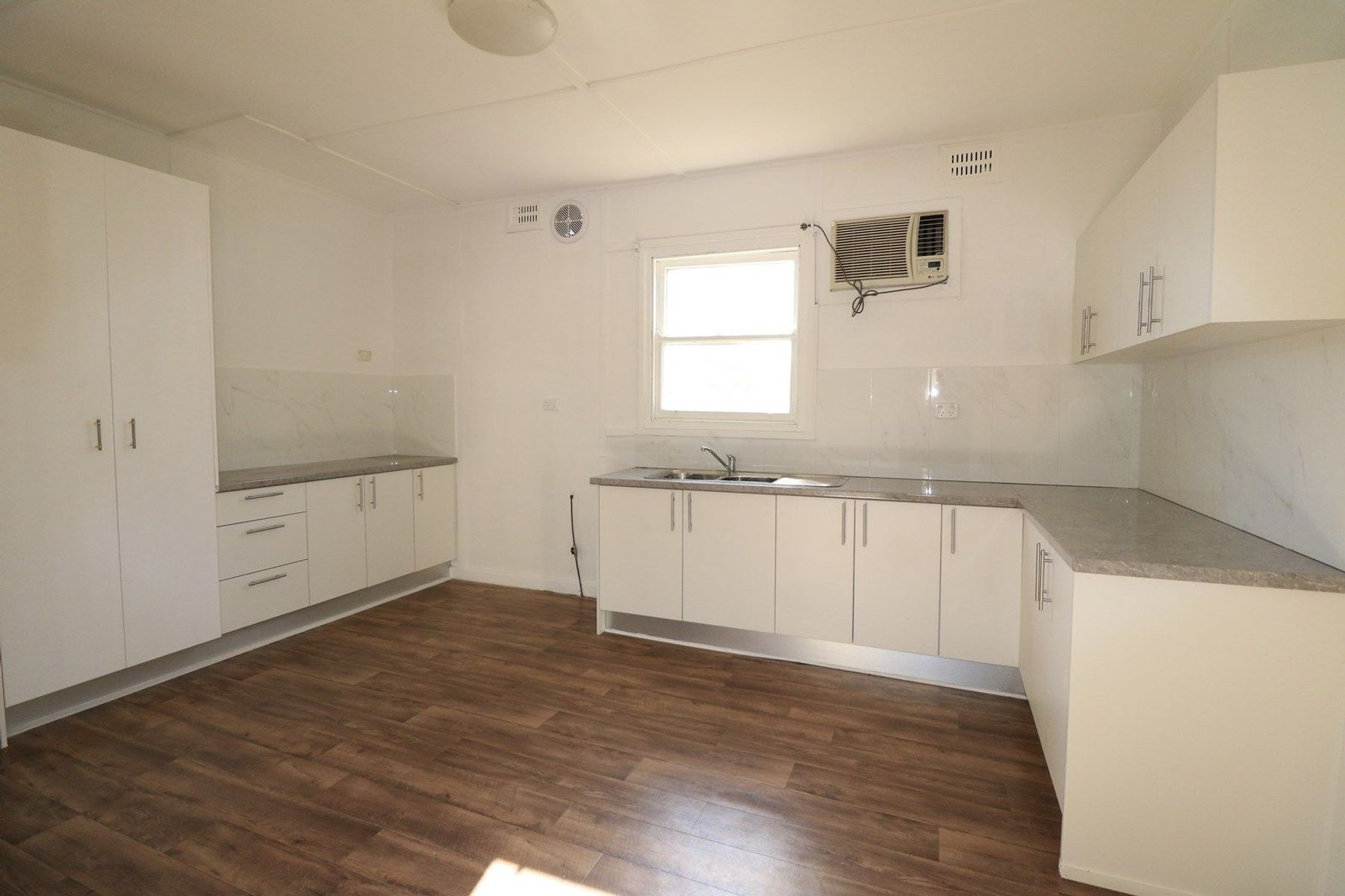 4 Kingsclare Street, Leumeah, NSW 2560