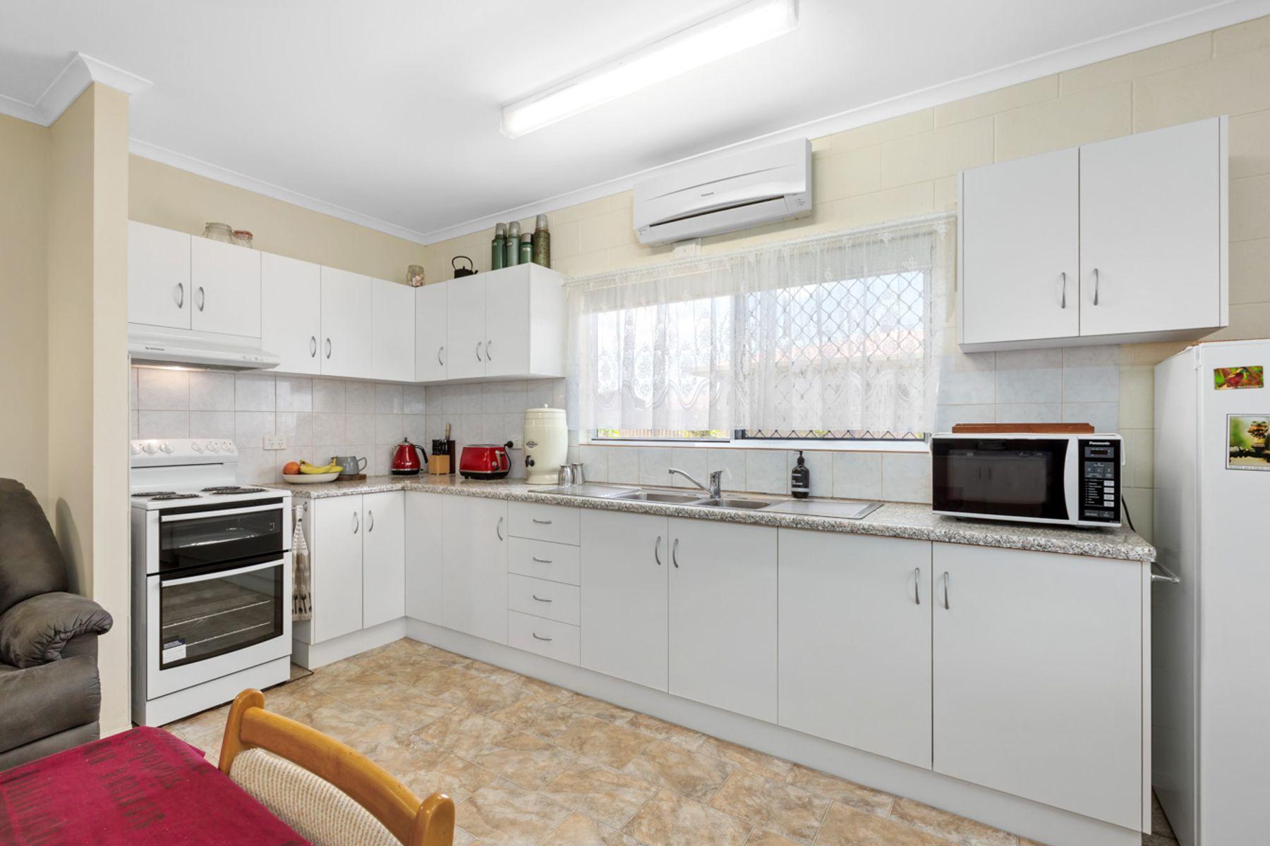 2 Schmidt Street, Etty Bay, QLD 4858