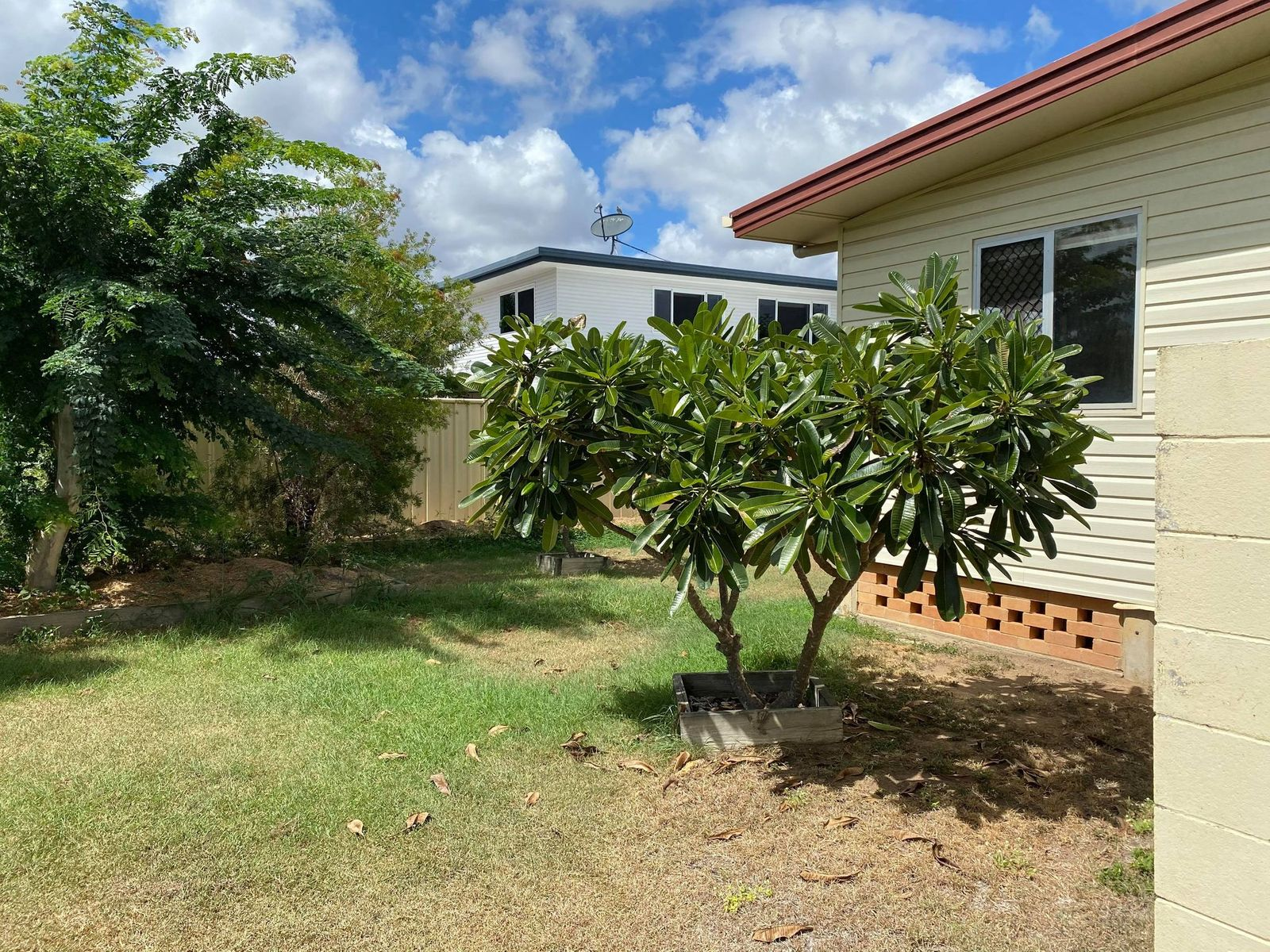 122 Menzies Street, Park Avenue, QLD 4701