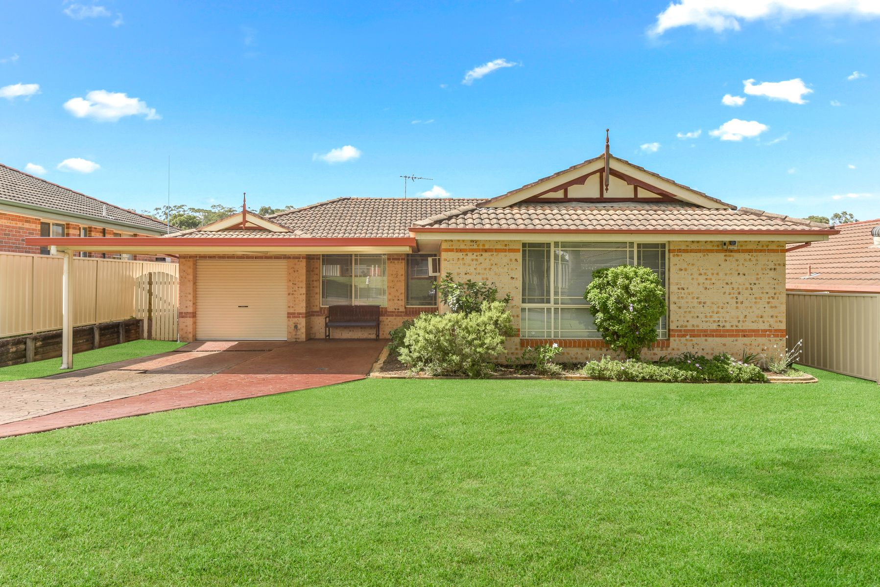 9 Downes Crescent, Currans Hill, NSW 2567