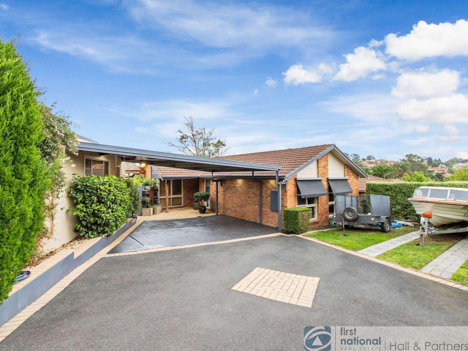8 Embley Glade, Endeavour Hills, VIC 3802