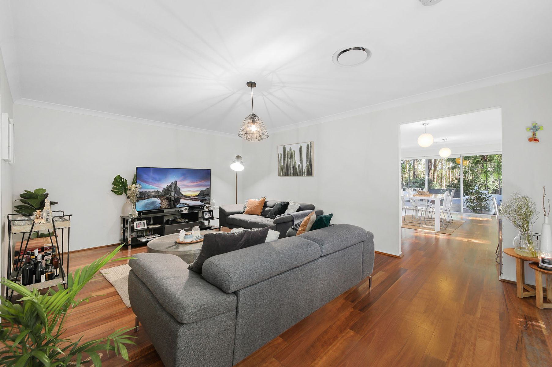 862 Henry Lawson Drive, Picnic Point, NSW 2213