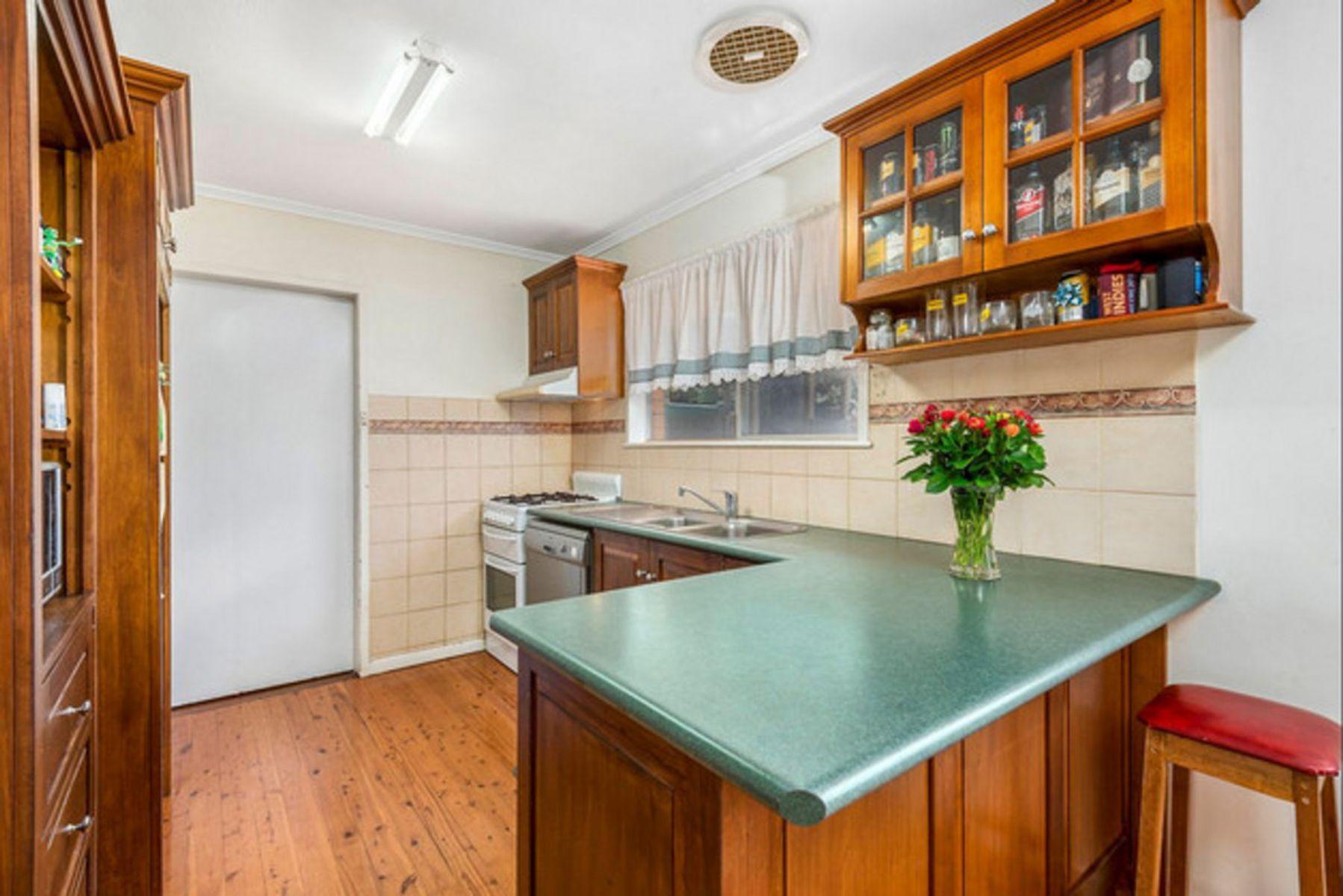 49 Debra Street, Centenary Heights, QLD 4350