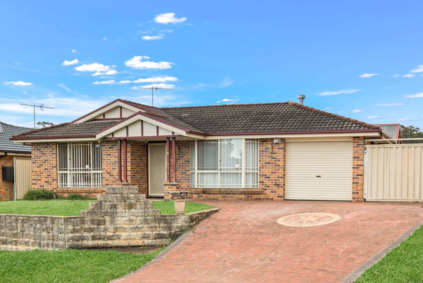 4 Stephenson Place, Currans Hill, NSW 2567