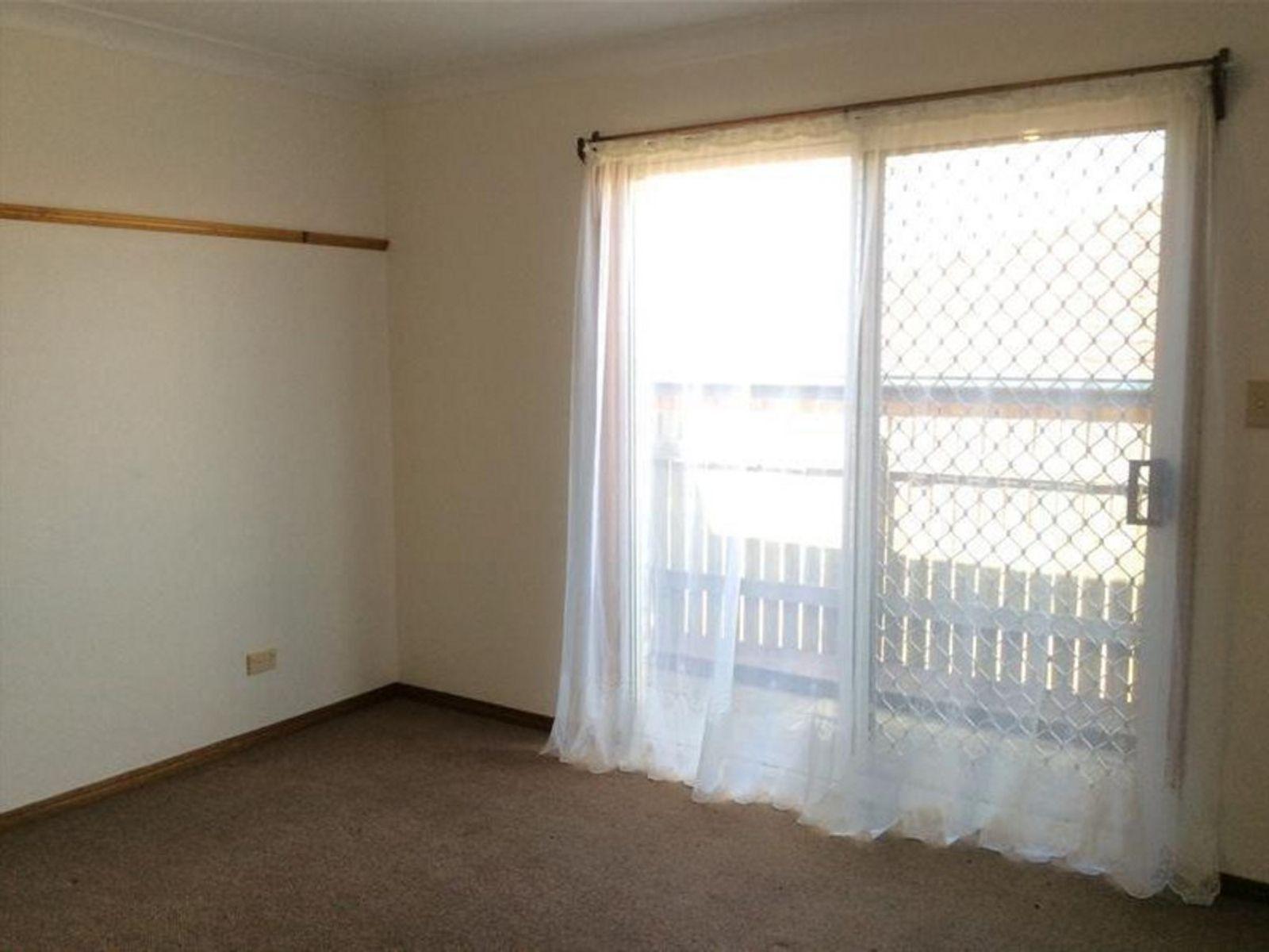 2/382 West Street, Kearneys Spring, QLD 4350