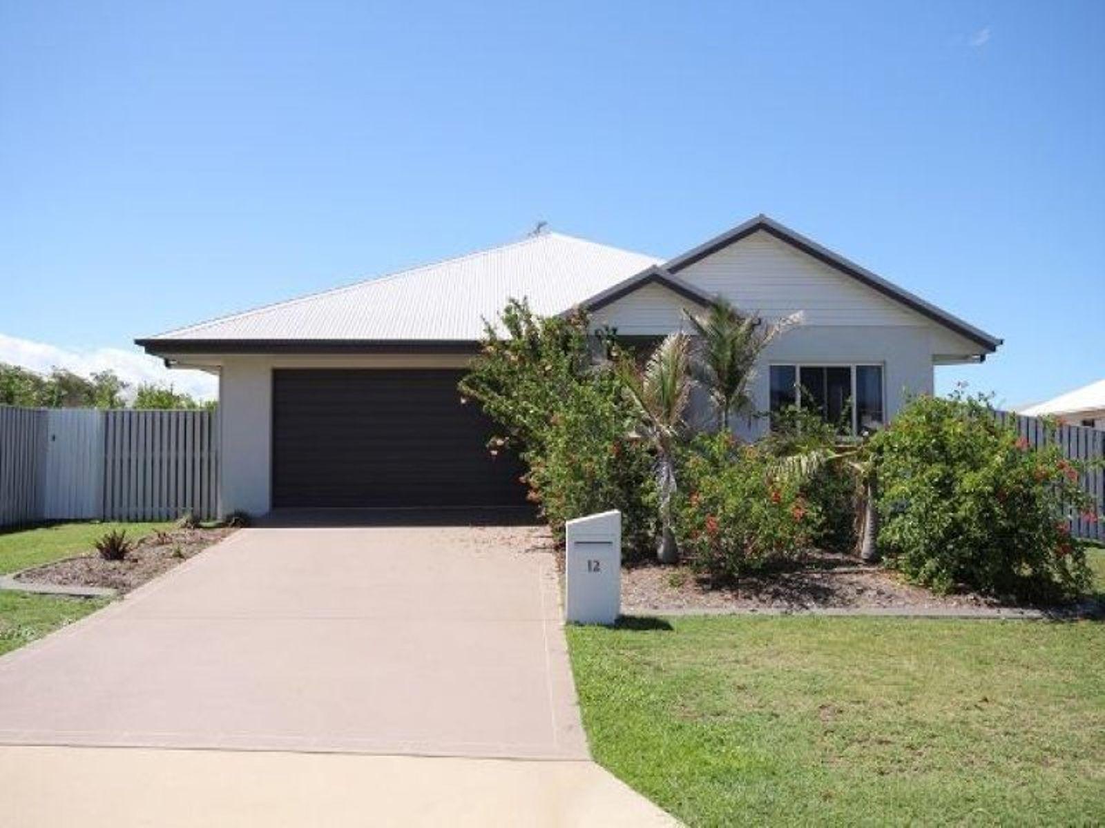 12 Rattray Street, Bushland Beach, QLD 4818