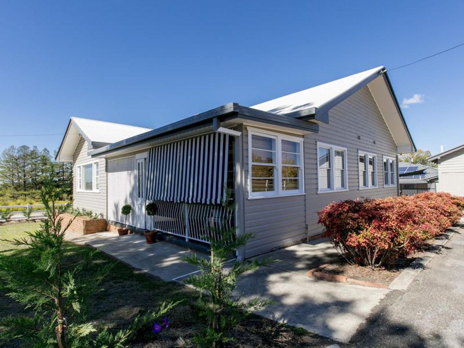 111 Cowper Street, Tenterfield, NSW 2372