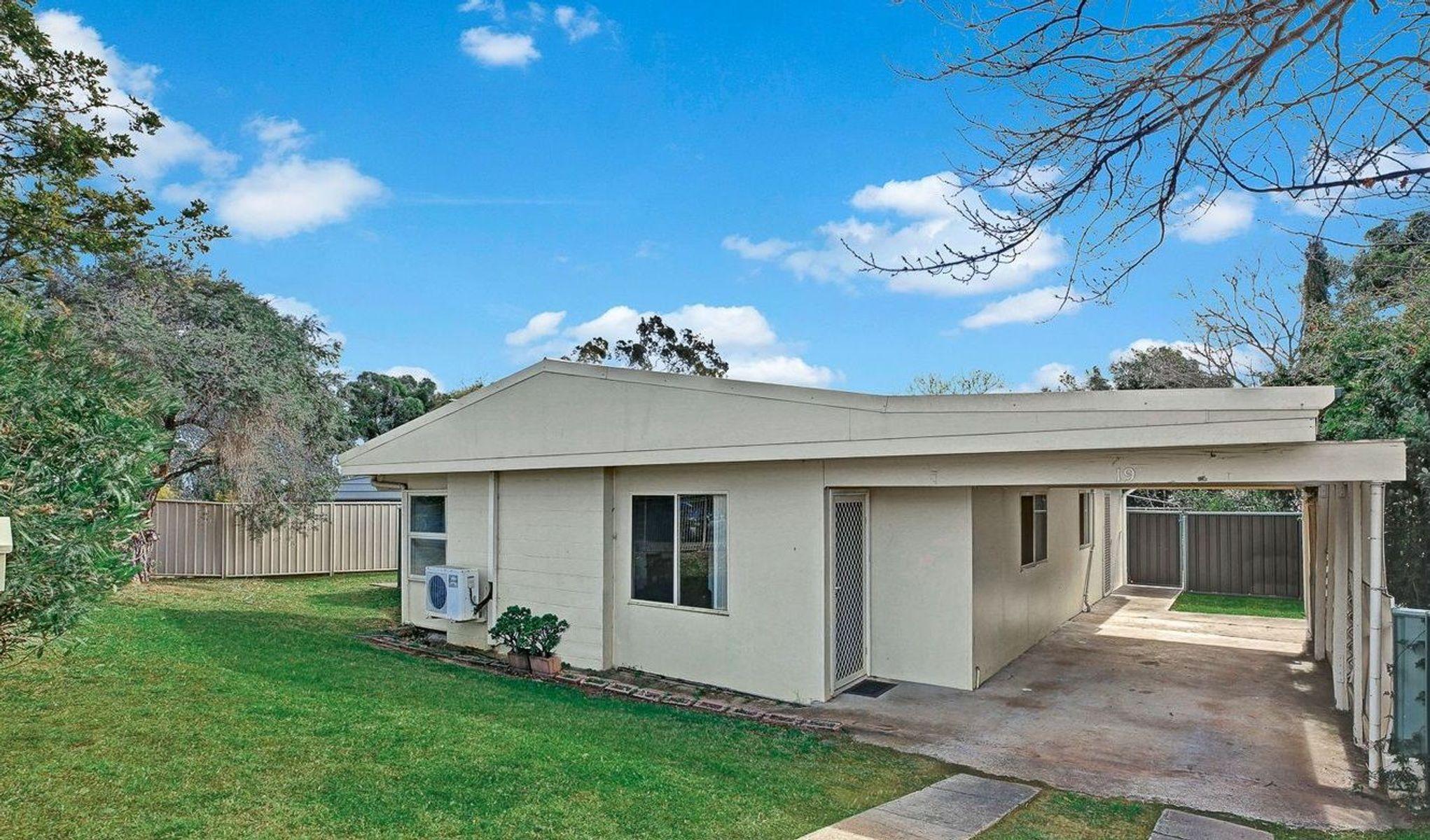 19 Campbellfield Avenue, Bradbury, NSW 2560