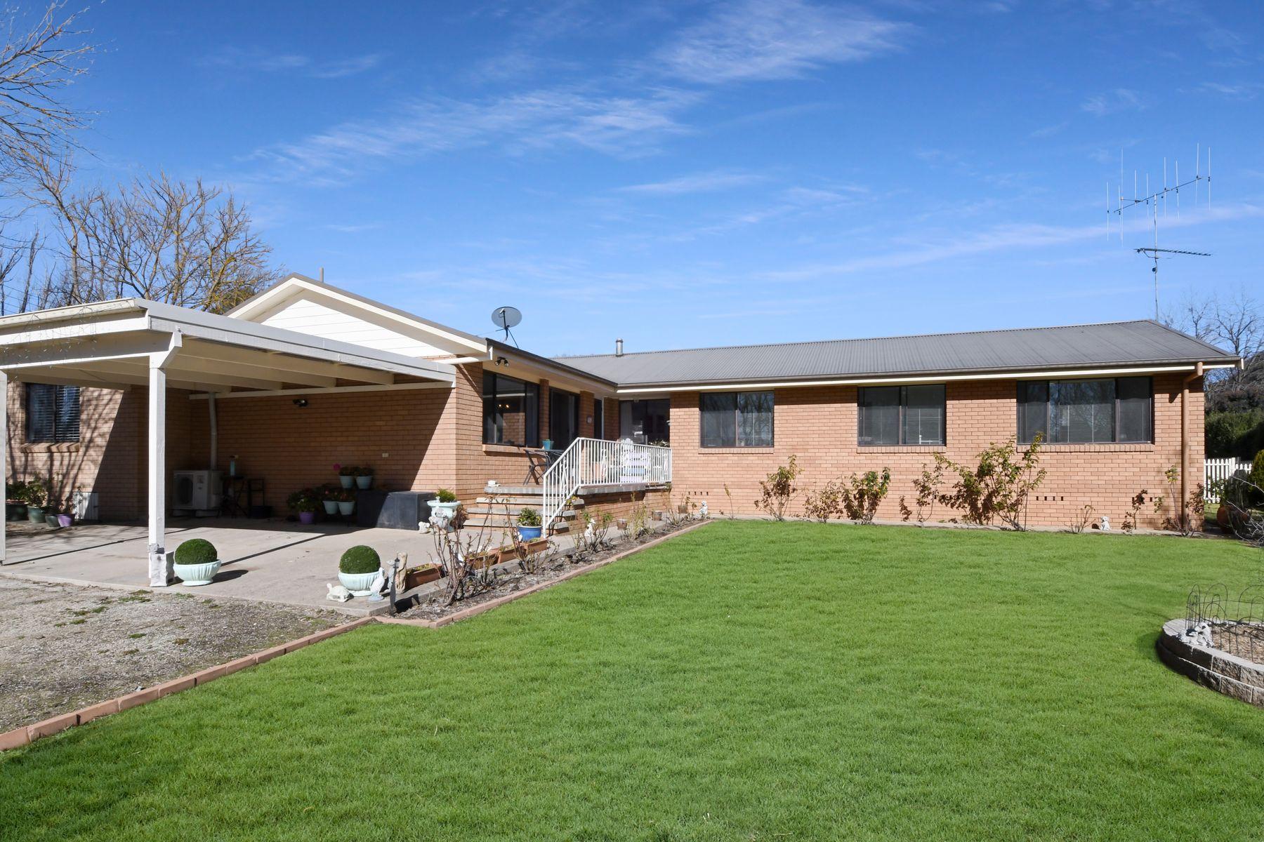 15  Macquarie Street, West Bathurst, NSW 2795