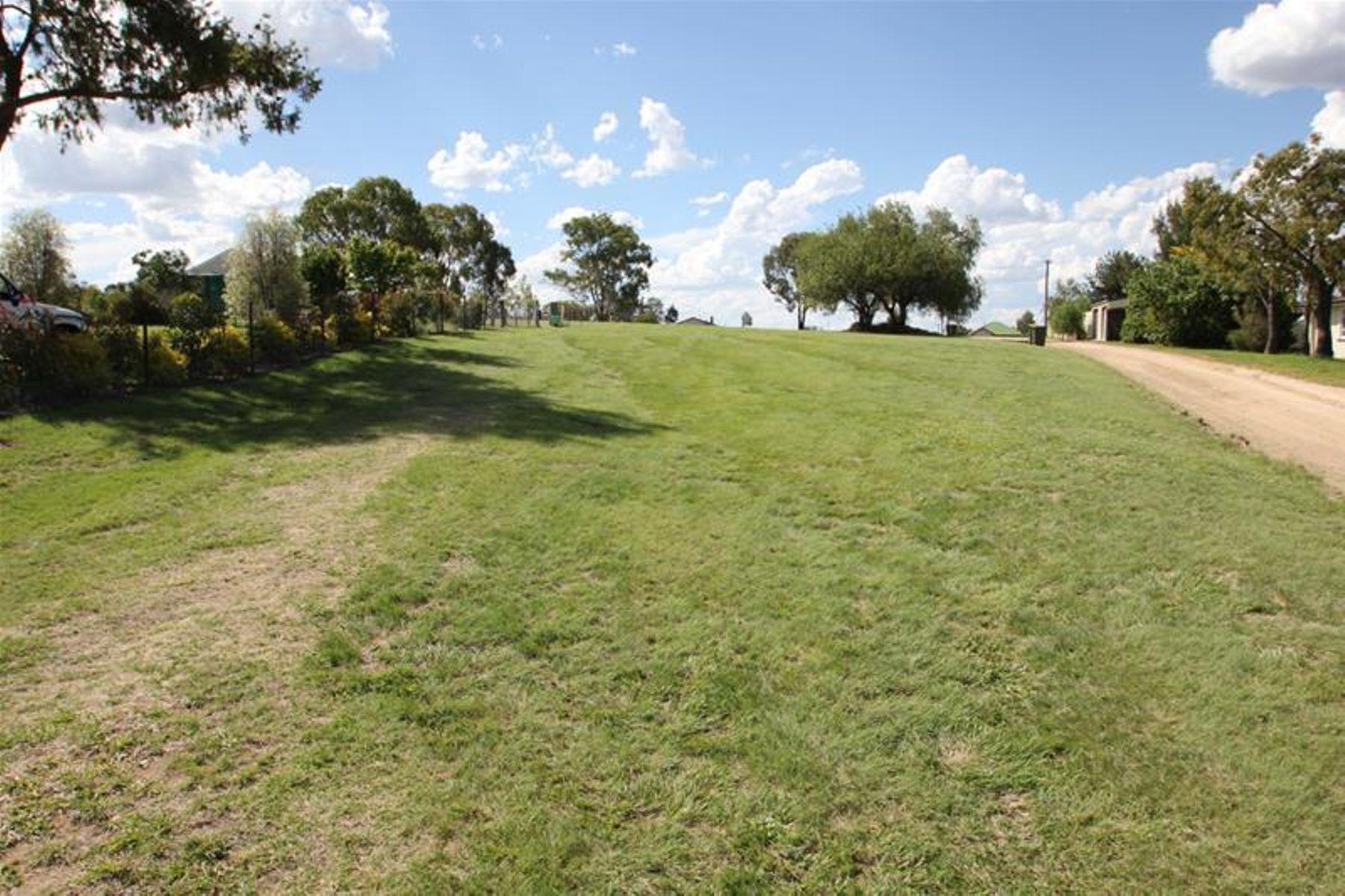 20 Phelhampton Crescent, Wallangarra, QLD 4383
