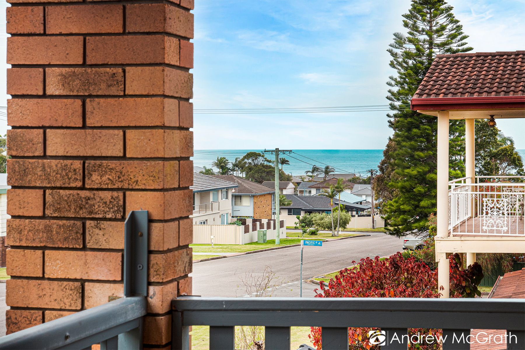 16 Middle Street, Caves Beach, NSW 2281