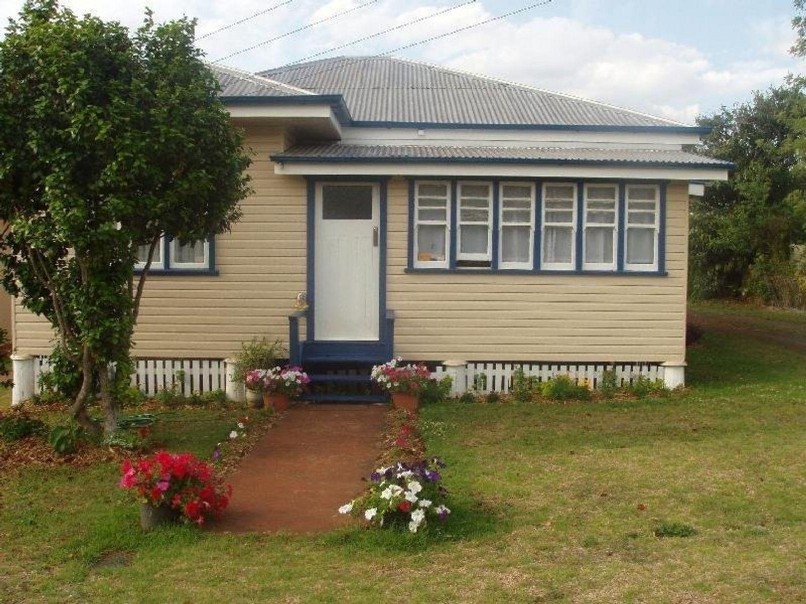 2/19 Stephen Street, South Toowoomba, QLD 4350