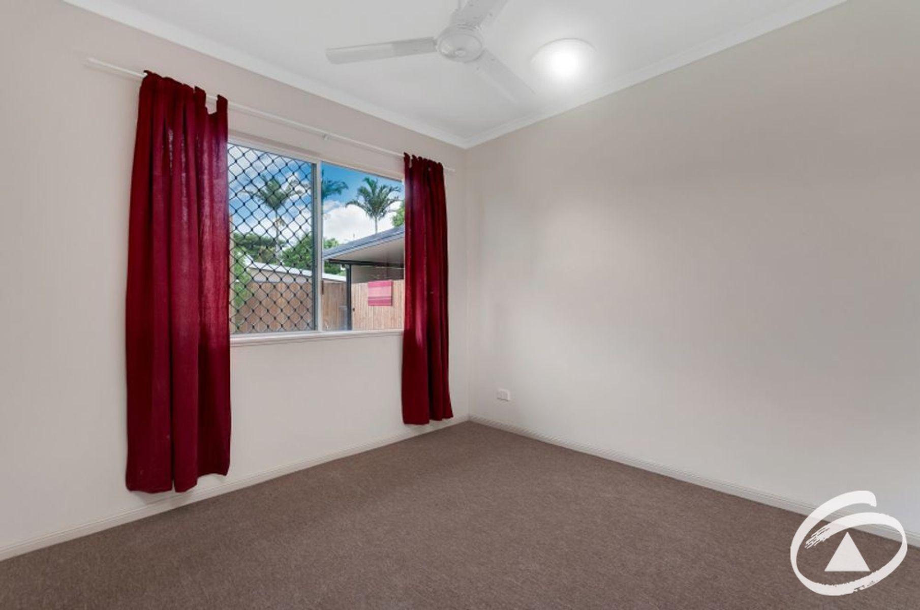 1/61 Hayward Street, Mooroobool, QLD 4870