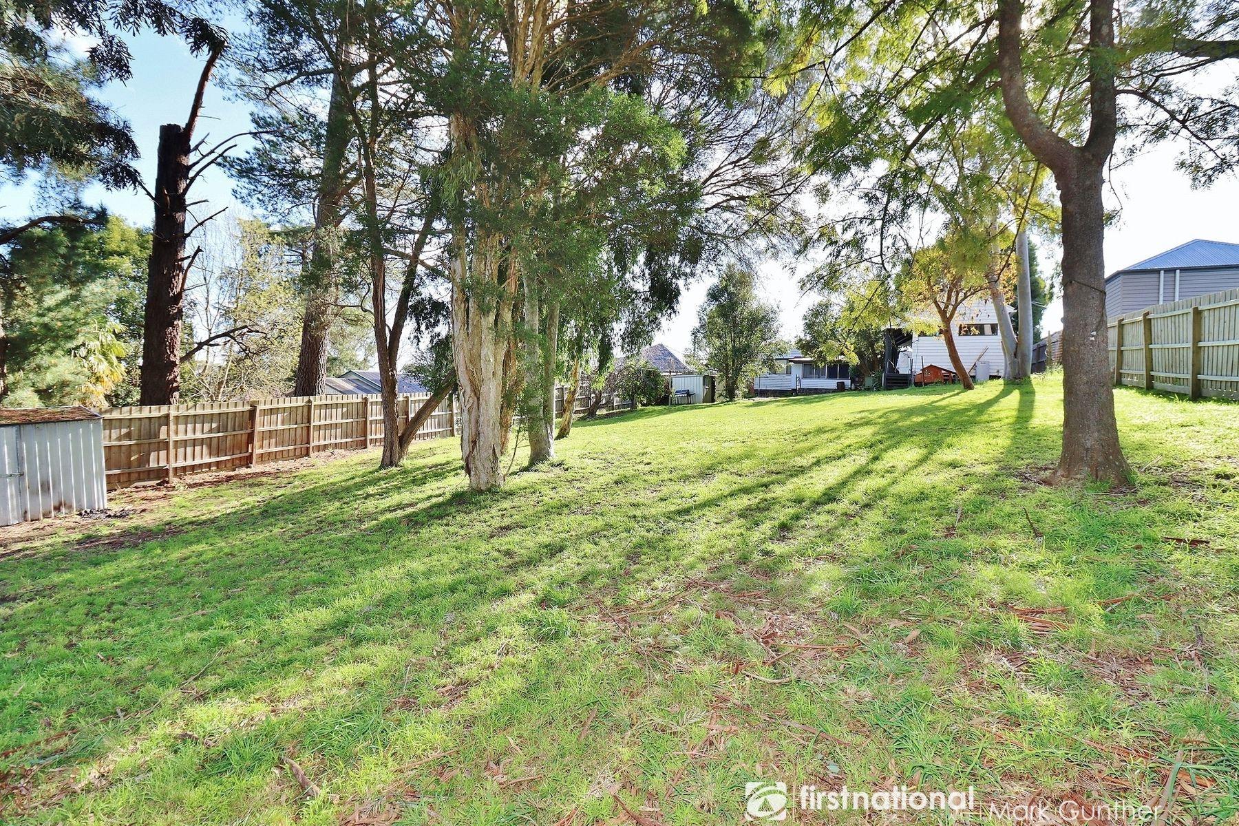 18 & 18a Crowley Road, Healesville, VIC 3777