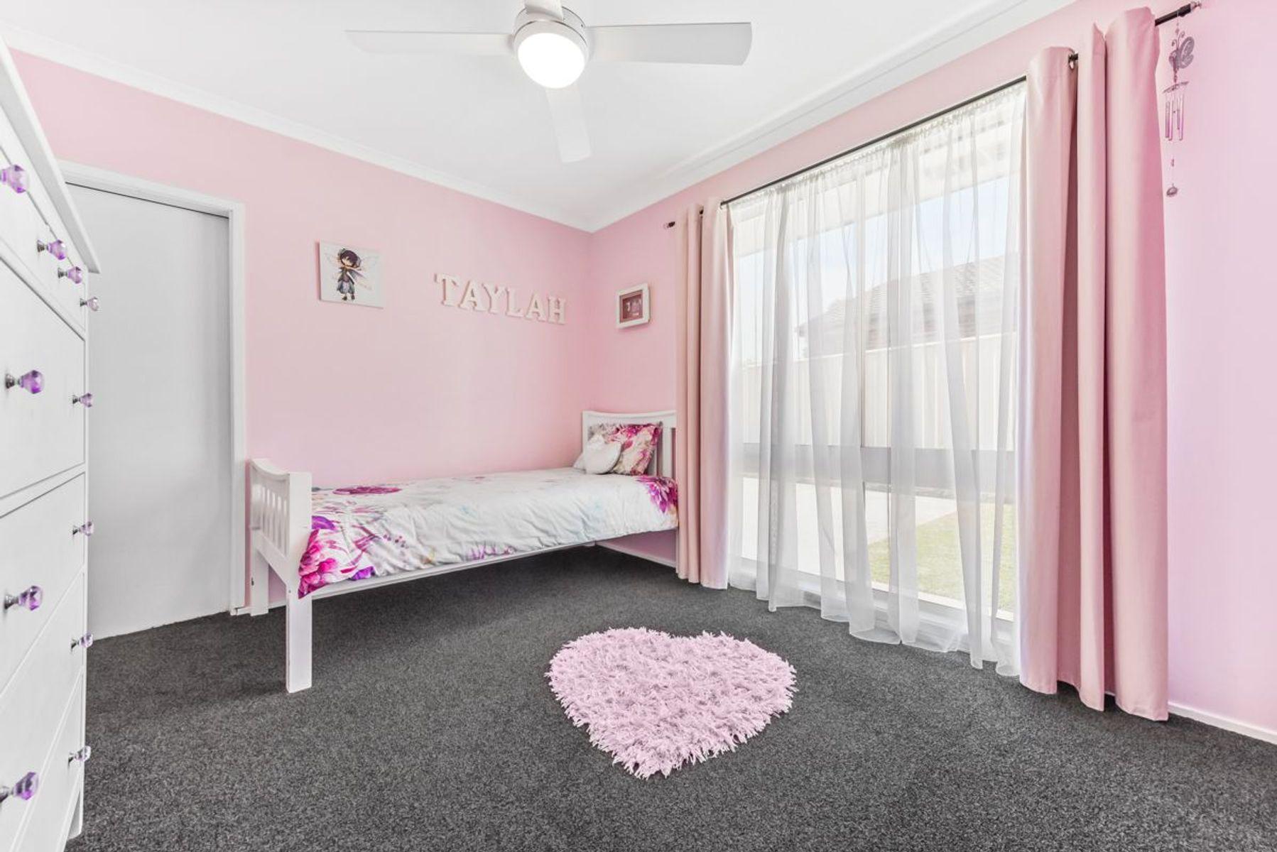 32 Crommelin Crescent, St Helens Park, NSW 2560