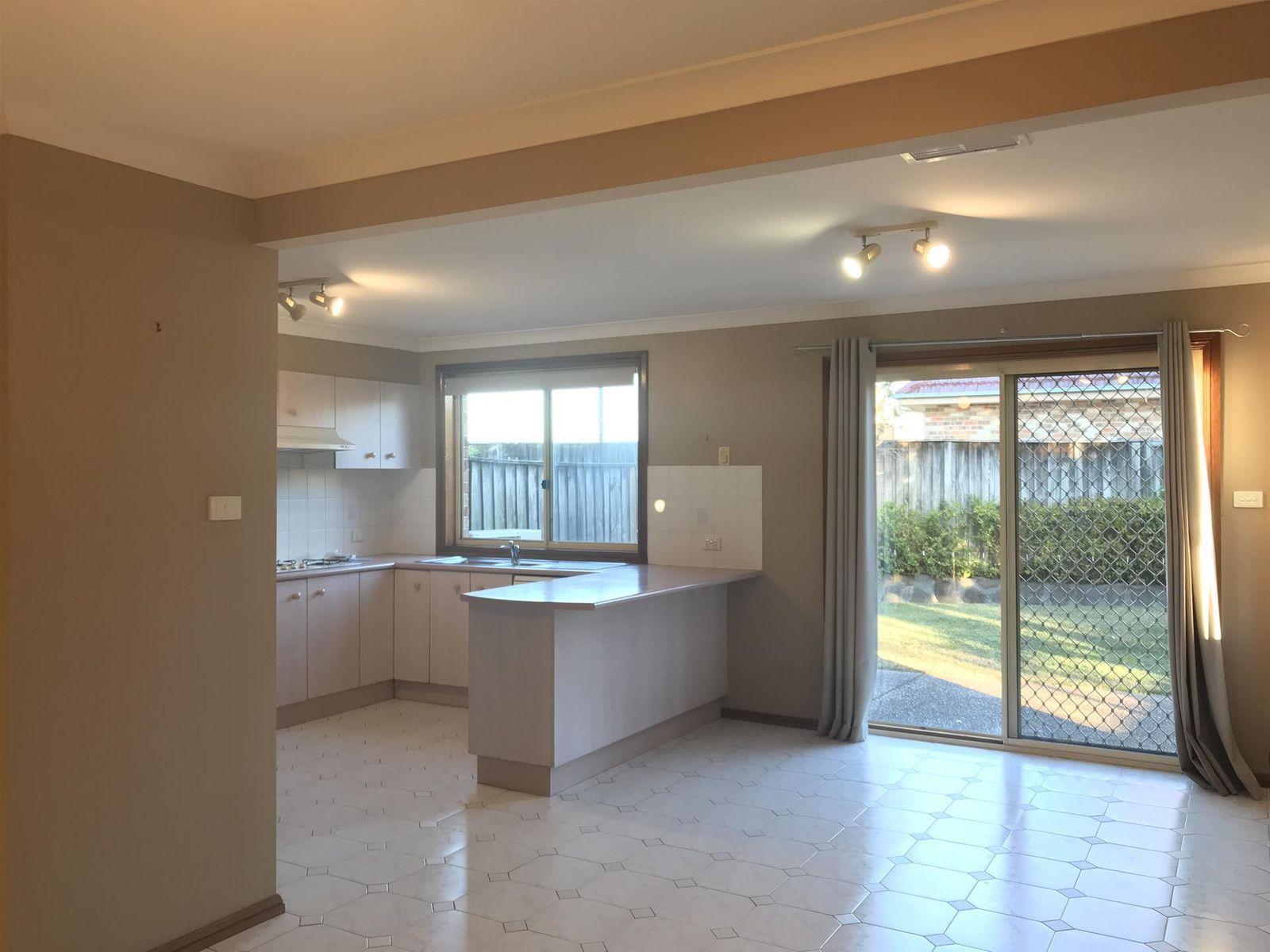2/14 Beaumaris Avenue, Castle Hill, NSW 2154