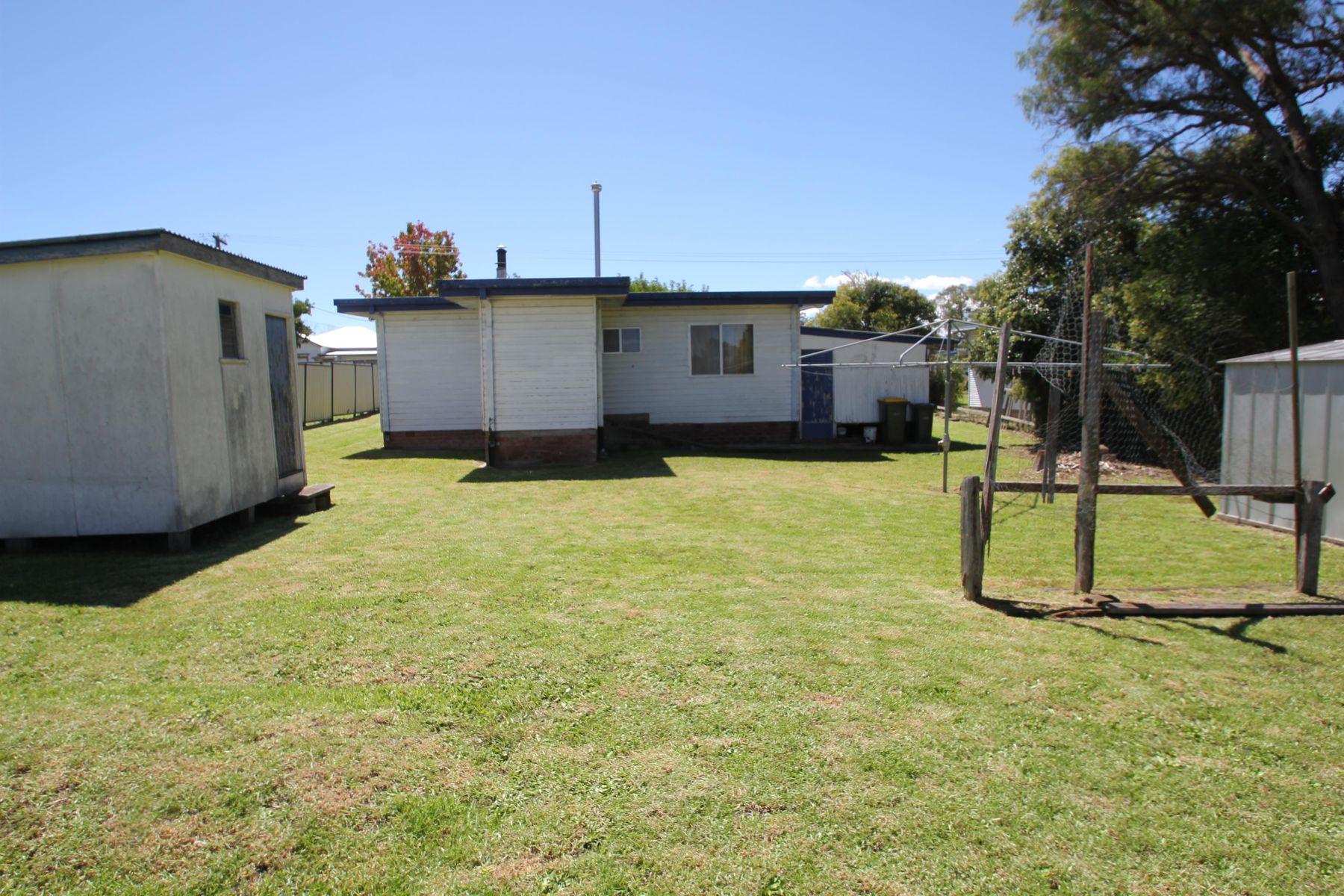31 Margaret Street, Tenterfield, NSW 2372