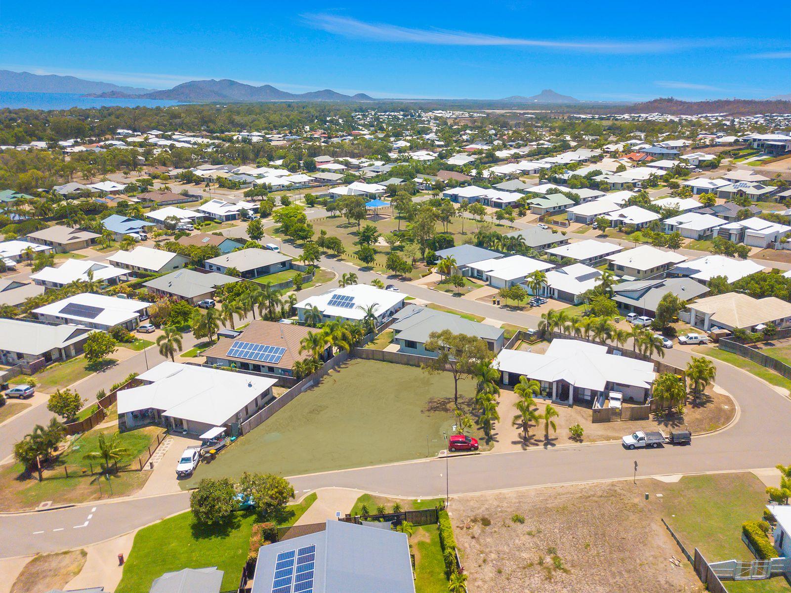52 Shutehaven Circuit, Bushland Beach, QLD 4818