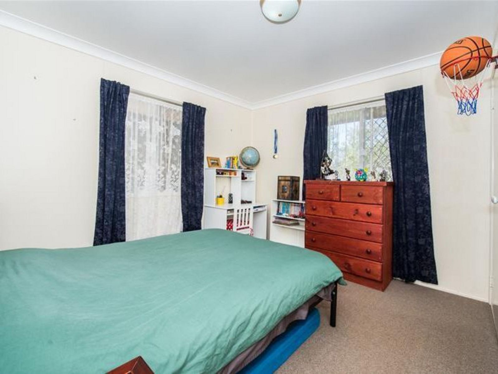 15 Flinders Street, Centenary Heights, QLD 4350