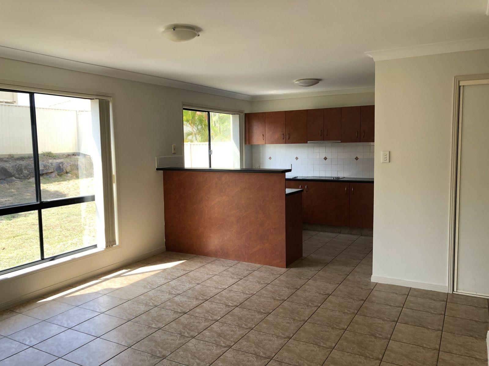 19 Tanzen Drive, Arundel, QLD 4214