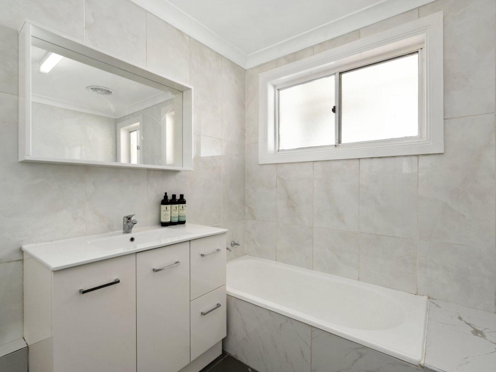 24 Larapinta Street, Gwandalan, NSW 2259