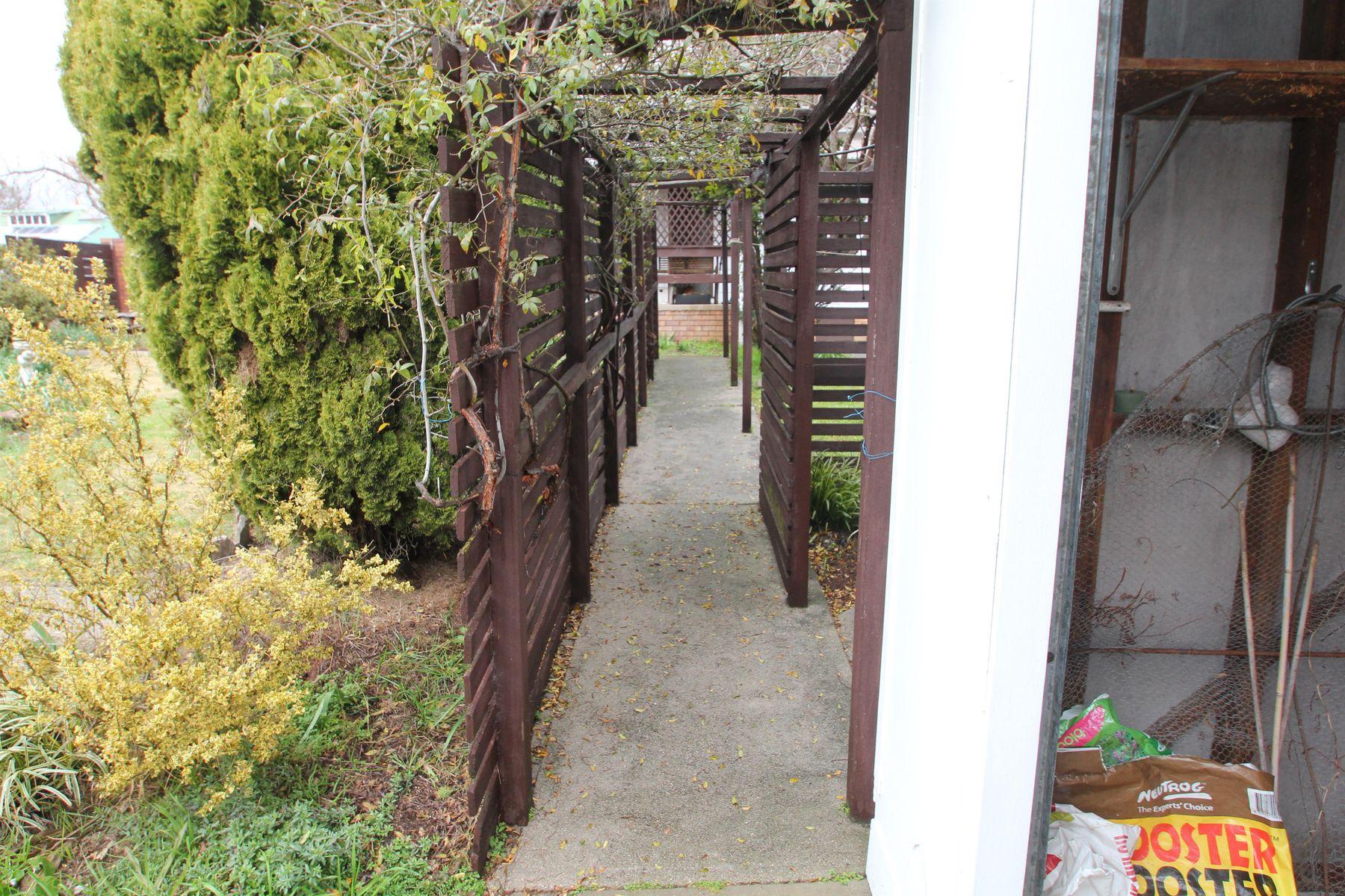 84 Molesworth Street, Tenterfield, NSW 2372