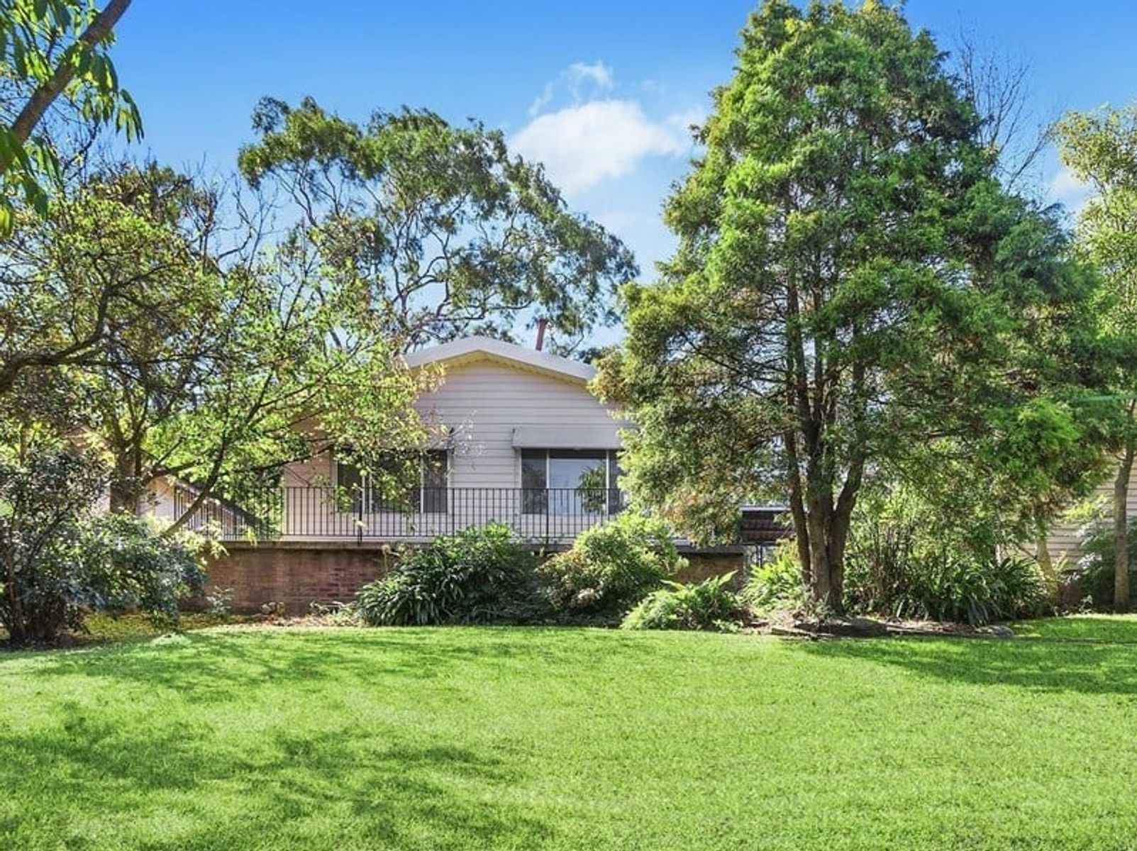 27 Castle Hill Road, West Pennant Hills, NSW 2125